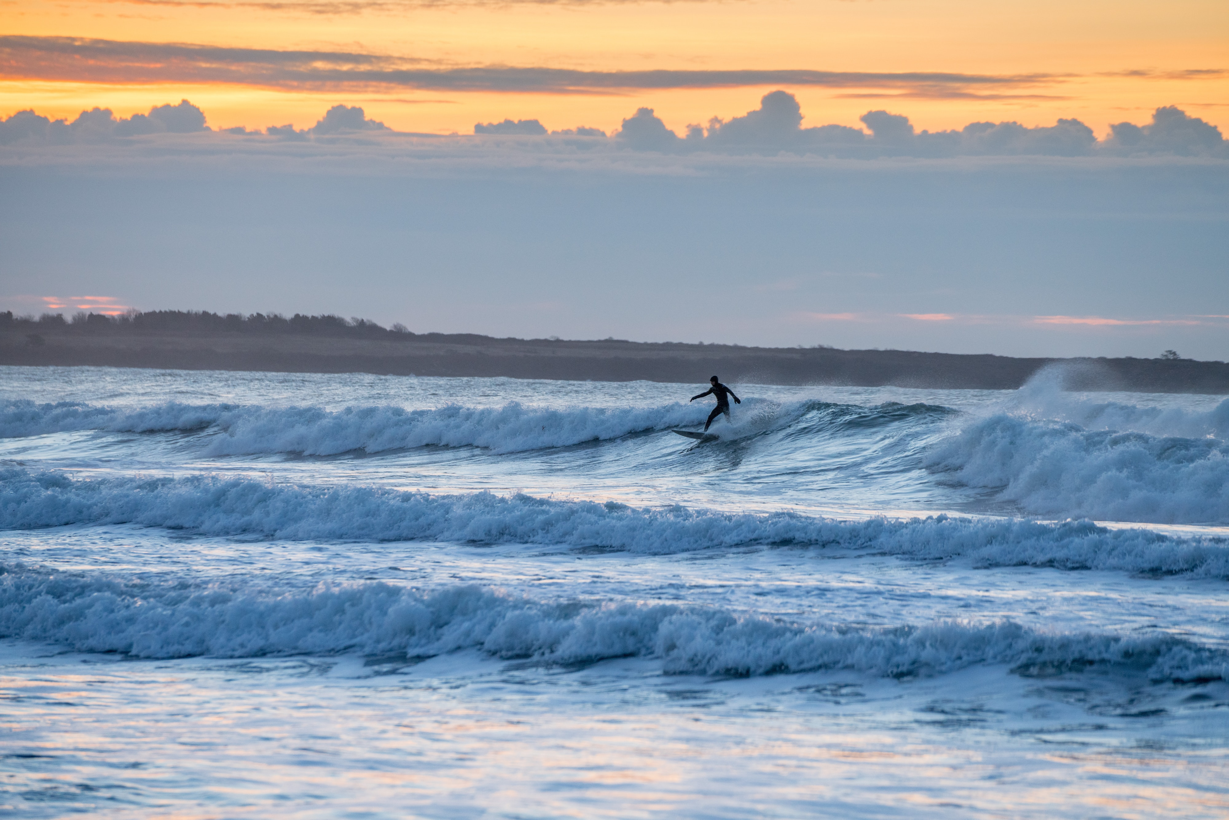 101600 download wallpaper Sports, Surfer, Serfing, Ocean, Dusk, Twilight, Waves screensavers and pictures for free