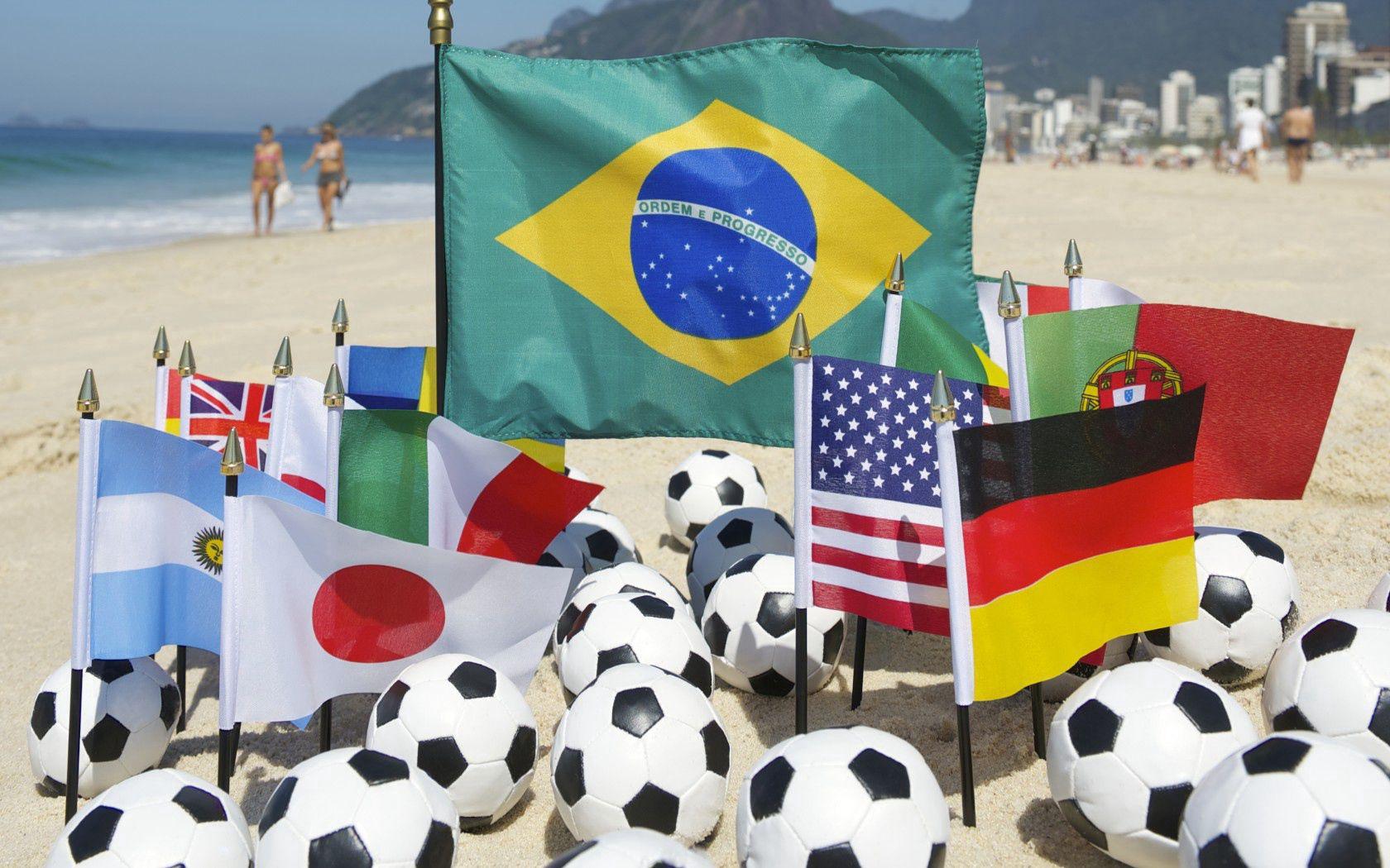 76966 скачать обои Спорт, Brazil, Fifa, World Cup, 2014, Пляж, Мячи, Футбол, Болельщики - заставки и картинки бесплатно