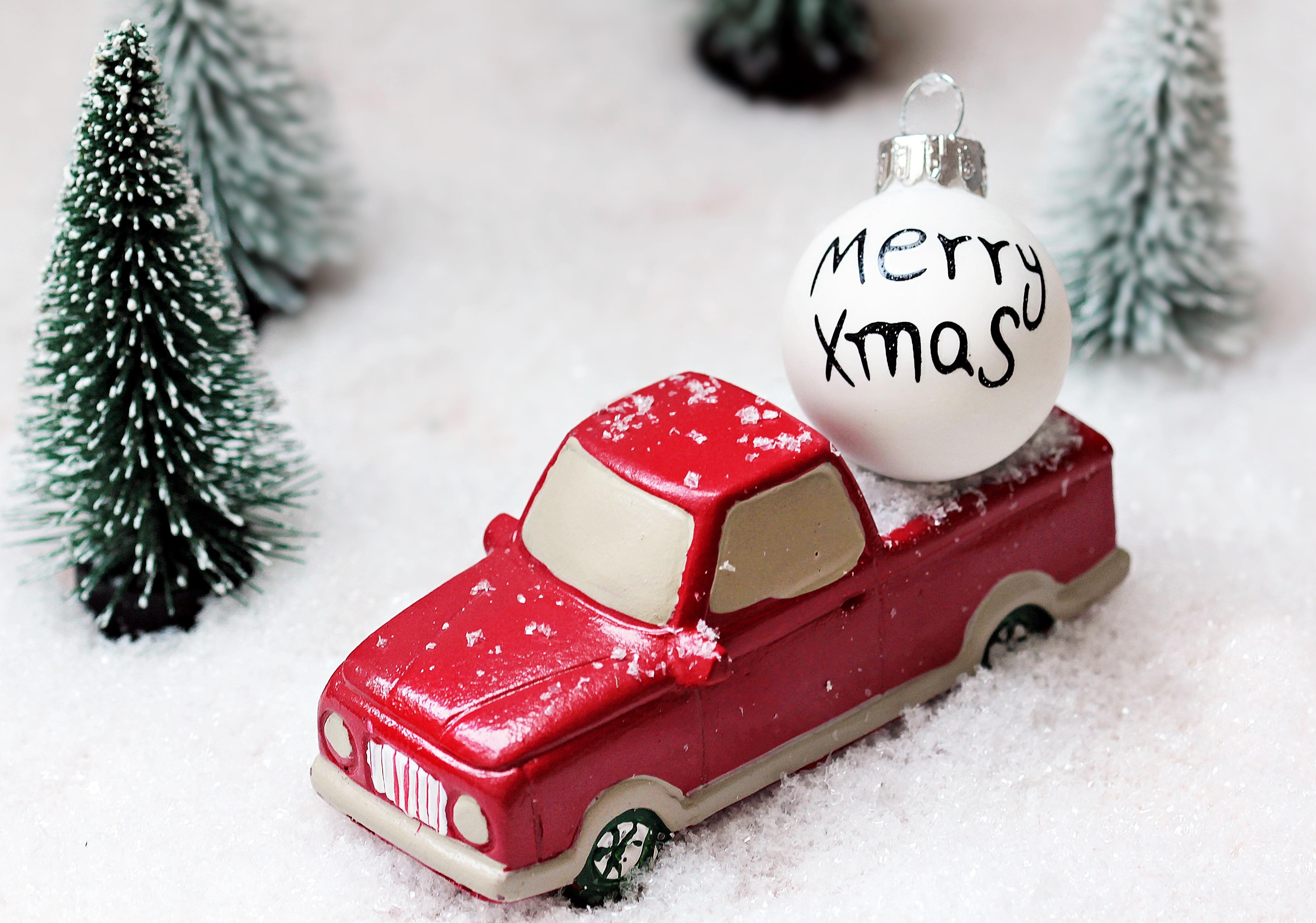 52071 скачать обои Праздники, Рождество, Игрушка, Машинка, Шар, Елки - заставки и картинки бесплатно