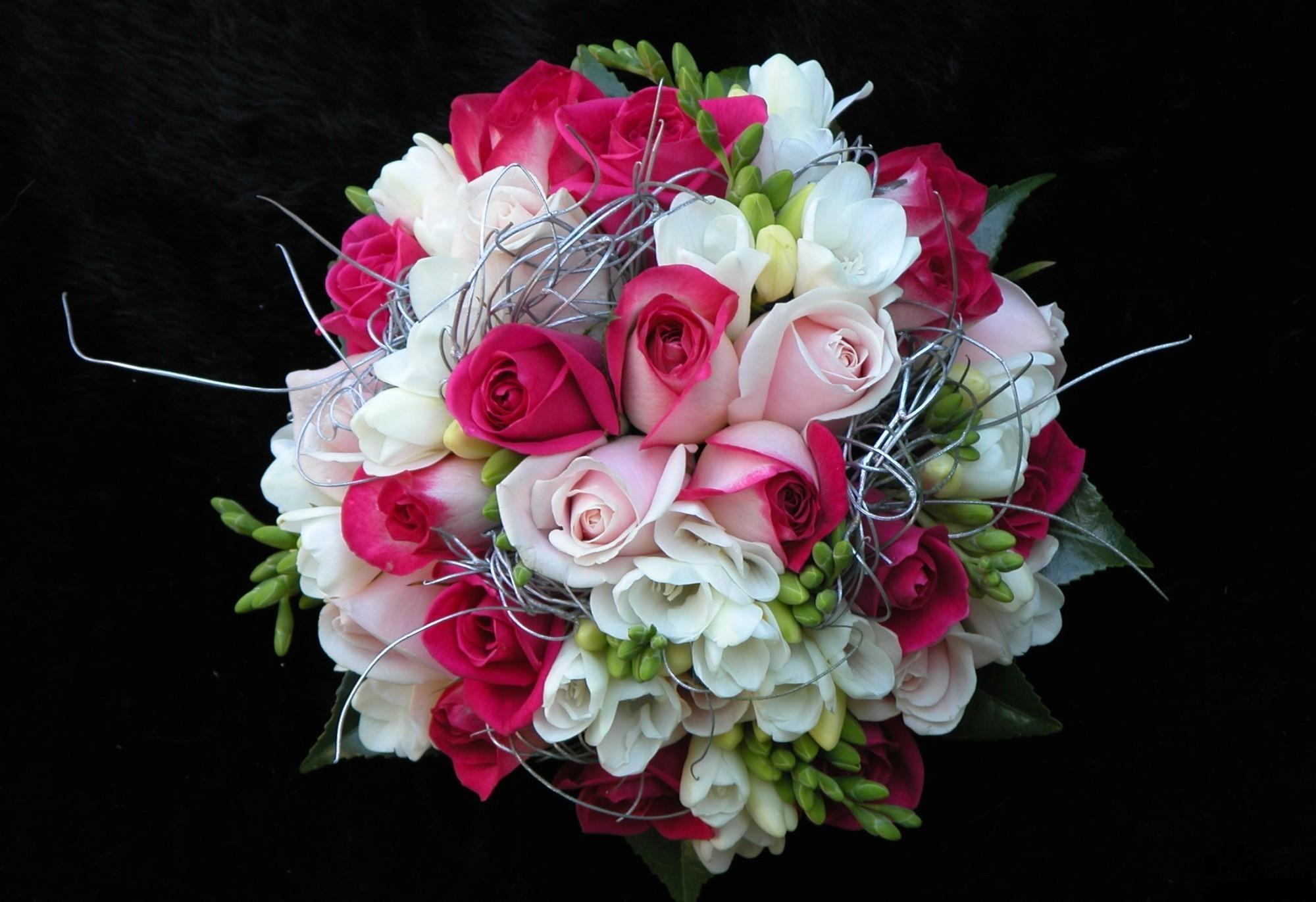 154891 скачать обои Цветы, Розы, Оформление, Букет, Красота, Черный Фон - заставки и картинки бесплатно