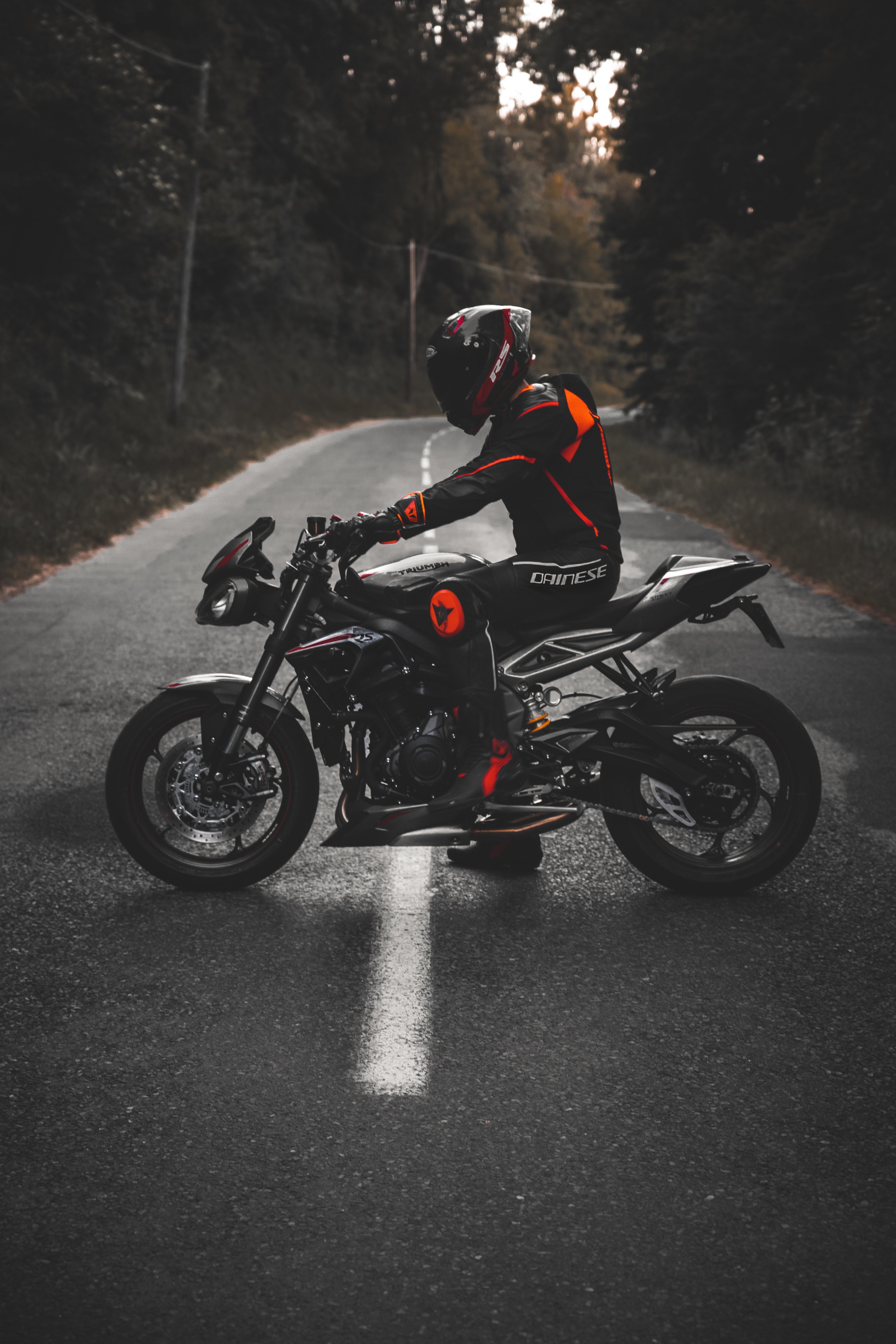 85610 скачать обои Мотоциклы, Мотоцикл, Мотоциклист, Байк, Экипировка, Шлем - заставки и картинки бесплатно