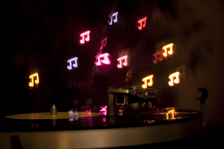 156214 baixar papel de parede Música, Agulha, Brilho, As Luzes, Luzes, Brilhar, Prato, Placa, Notas, Vinil, Toca Discos, Toca-Discos - protetores de tela e imagens gratuitamente