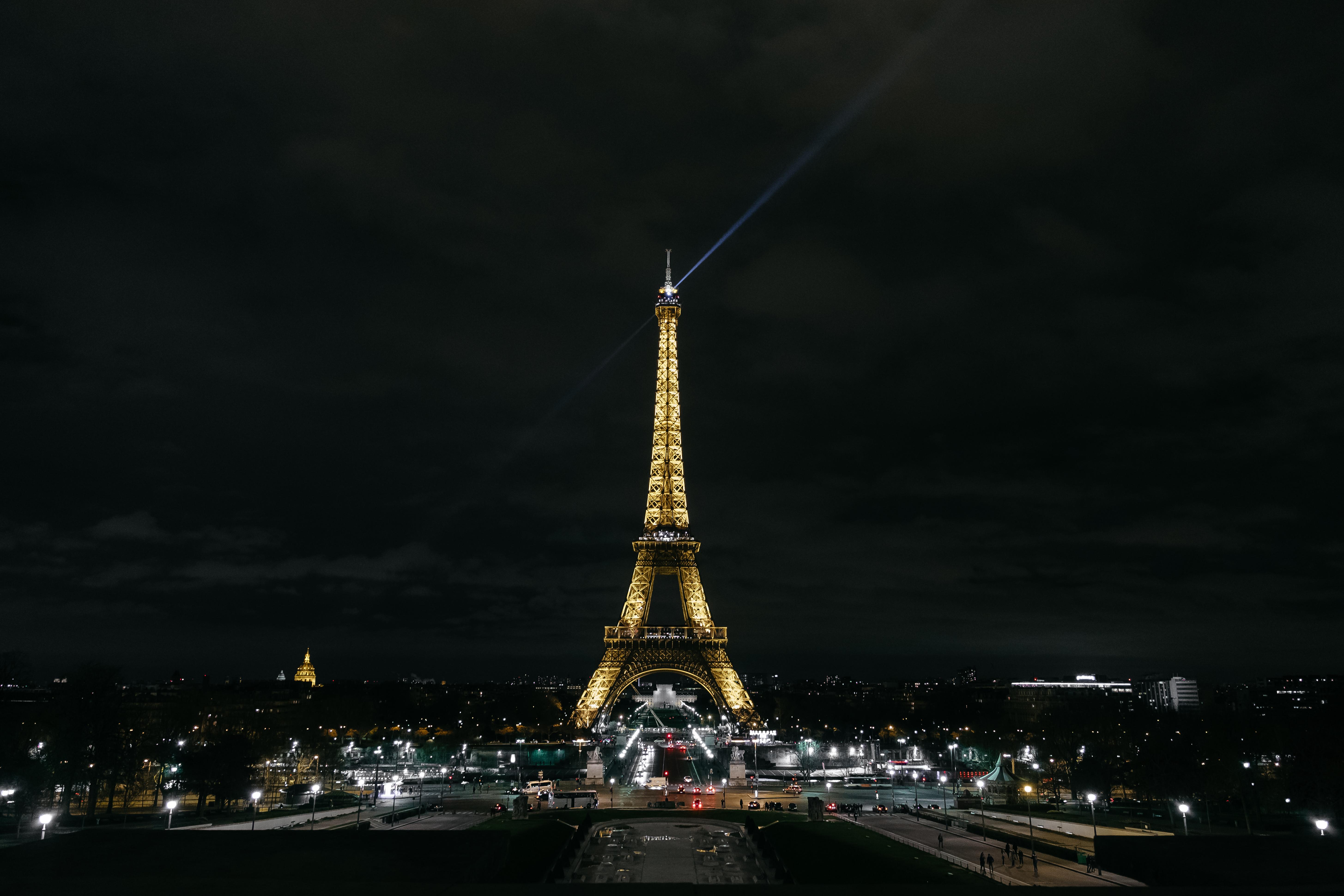 129995 télécharger le fond d'écran Paris, Ville De Nuit, Lumières De La Ville, France, Villes, Tour Eiffel - économiseurs d'écran et images gratuitement