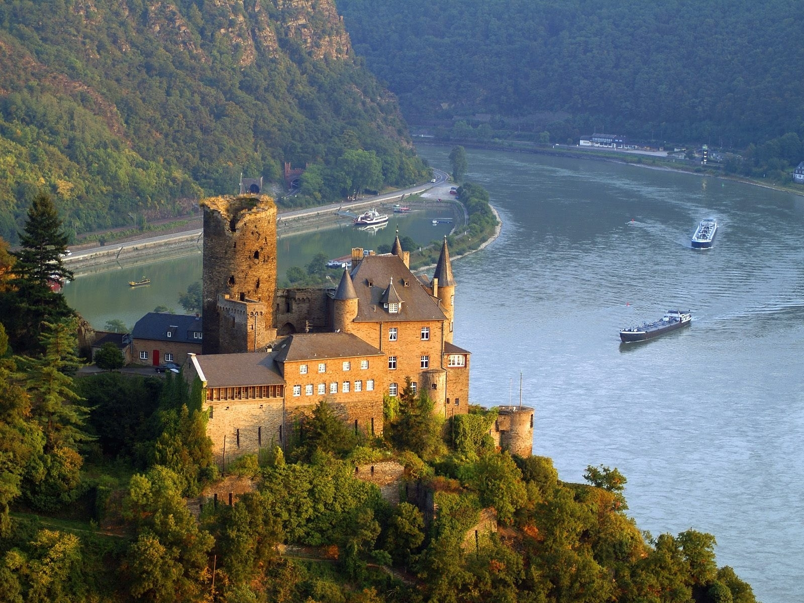 8171 download wallpaper Landscape, Rivers, Ships, Castles screensavers and pictures for free
