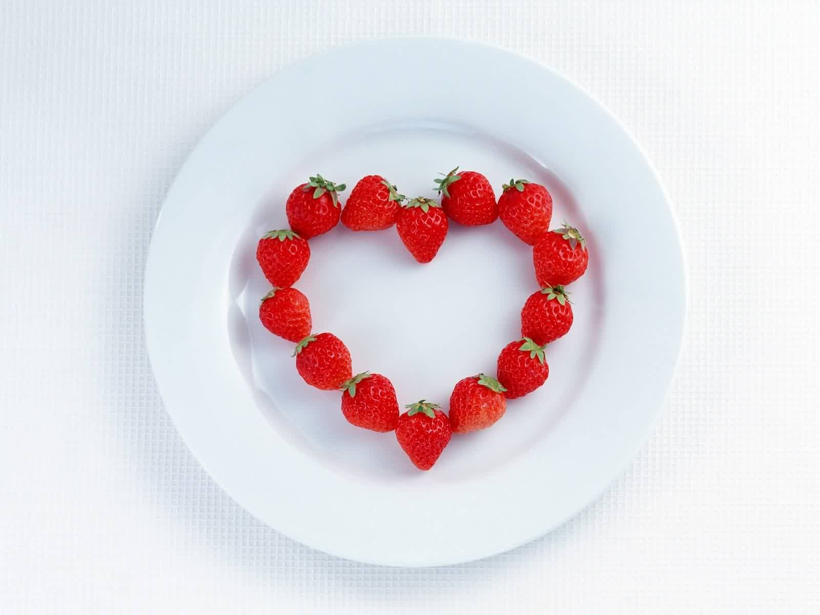 5005 download wallpaper Fruits, Food, Strawberry, Hearts, Love, Valentine's Day, Berries screensavers and pictures for free