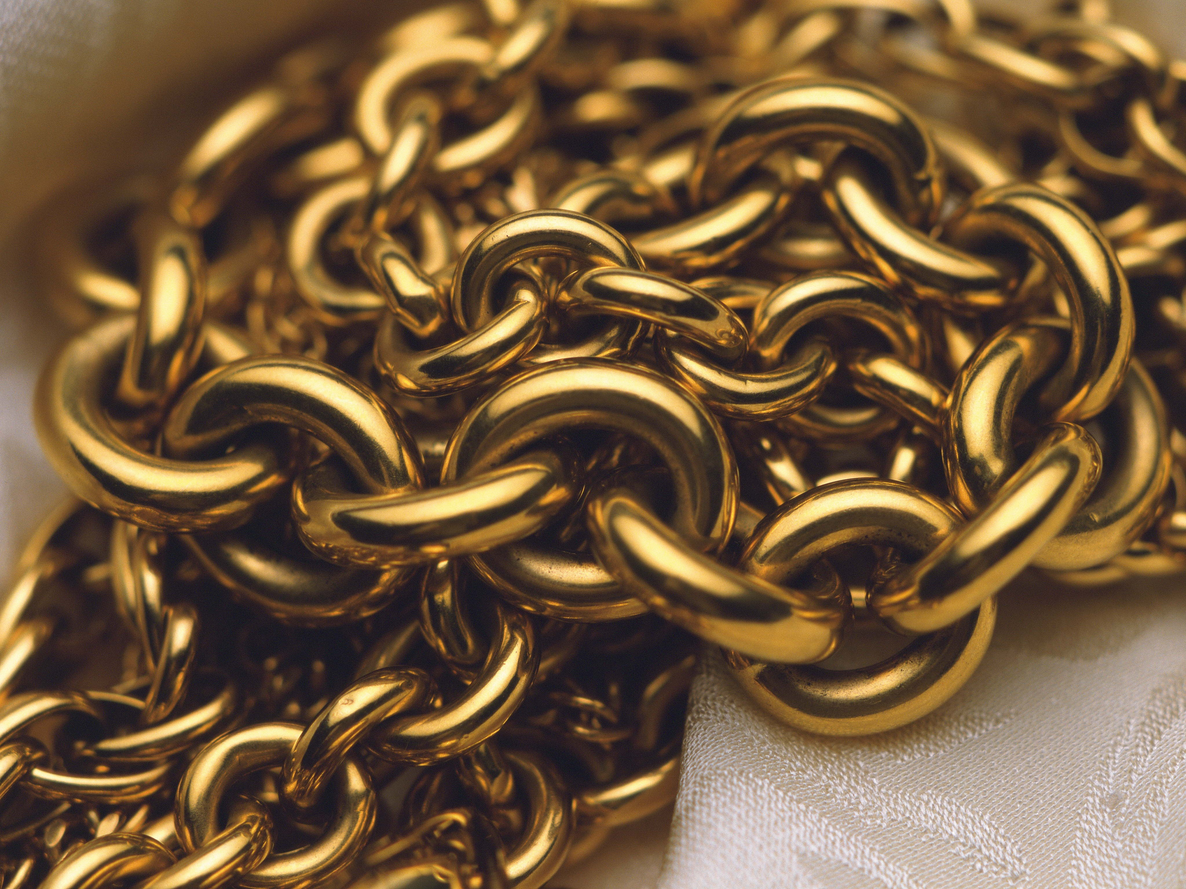 147012 download wallpaper Miscellanea, Miscellaneous, Chain, Gold, Close-Up screensavers and pictures for free