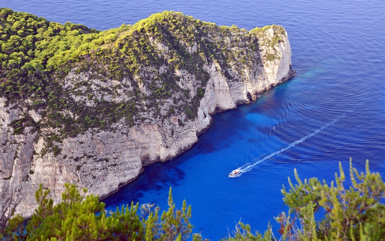 21256 download wallpaper Landscape, Mountains, Sea, Boats screensavers and pictures for free