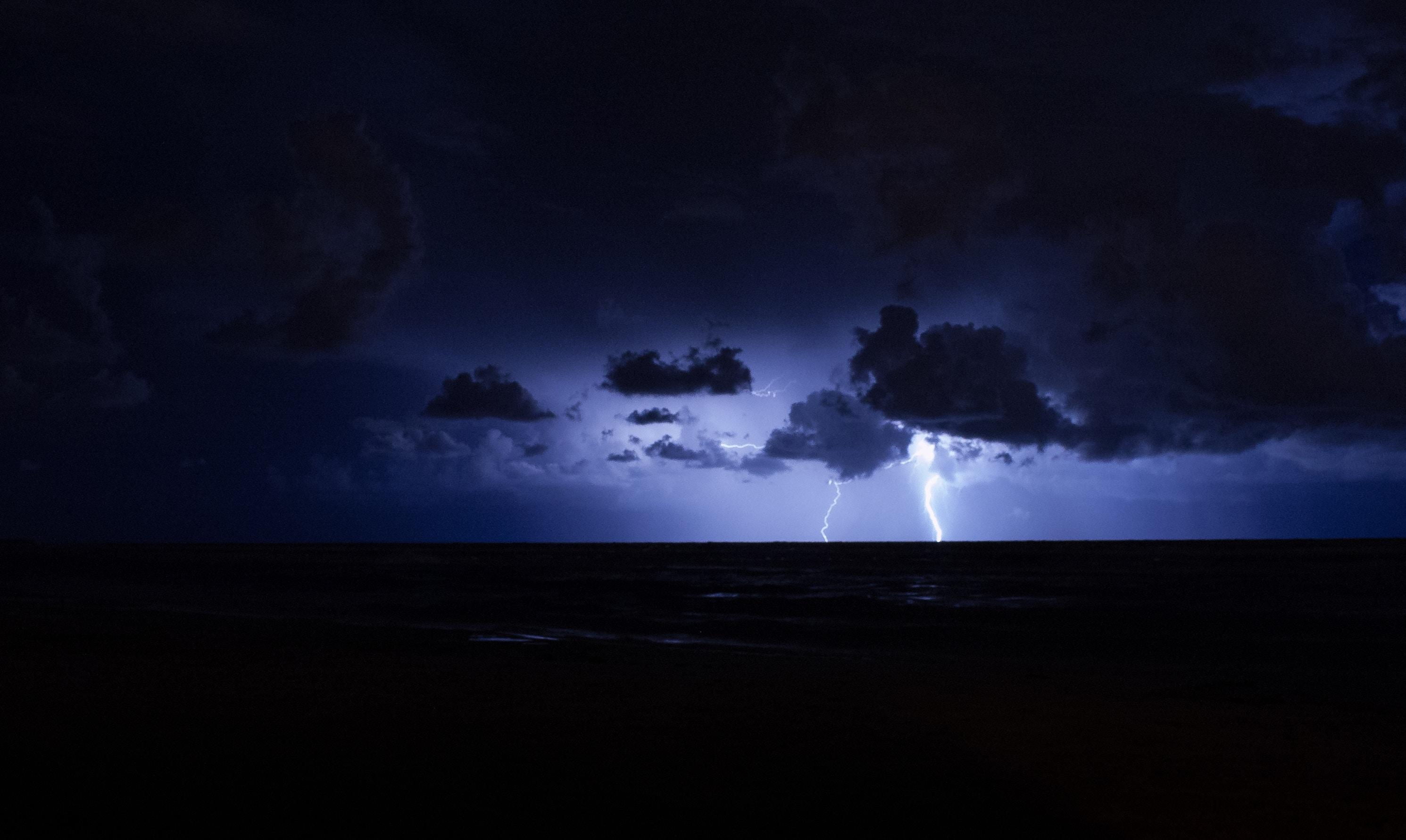 71587 Заставки и Обои Молния на телефон. Скачать Ночь, Небо, Горизонт, Темные, Молния, Гроза картинки бесплатно