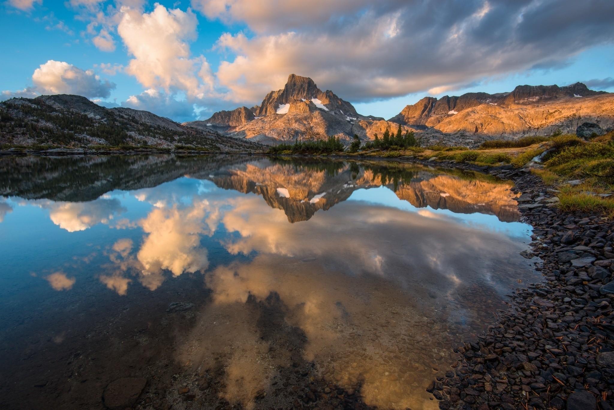 138372 Hintergrundbild 1024x600 kostenlos auf deinem Handy, lade Bilder Natur, Stones, Sky, Mountains, See, Reflexion 1024x600 auf dein Handy herunter