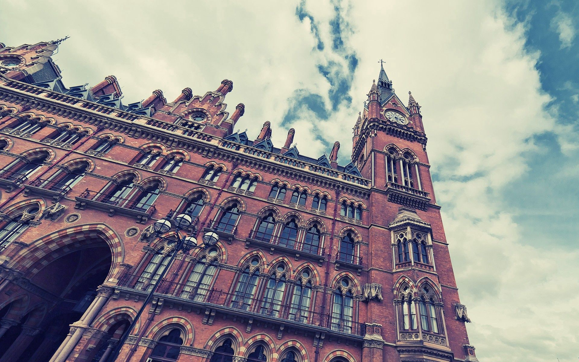 58142 скачать обои Кингс Кросс, Сент-Панкрас, Лондон, Здание, Небо, Облака, Стиль, Архитектура, Города - заставки и картинки бесплатно