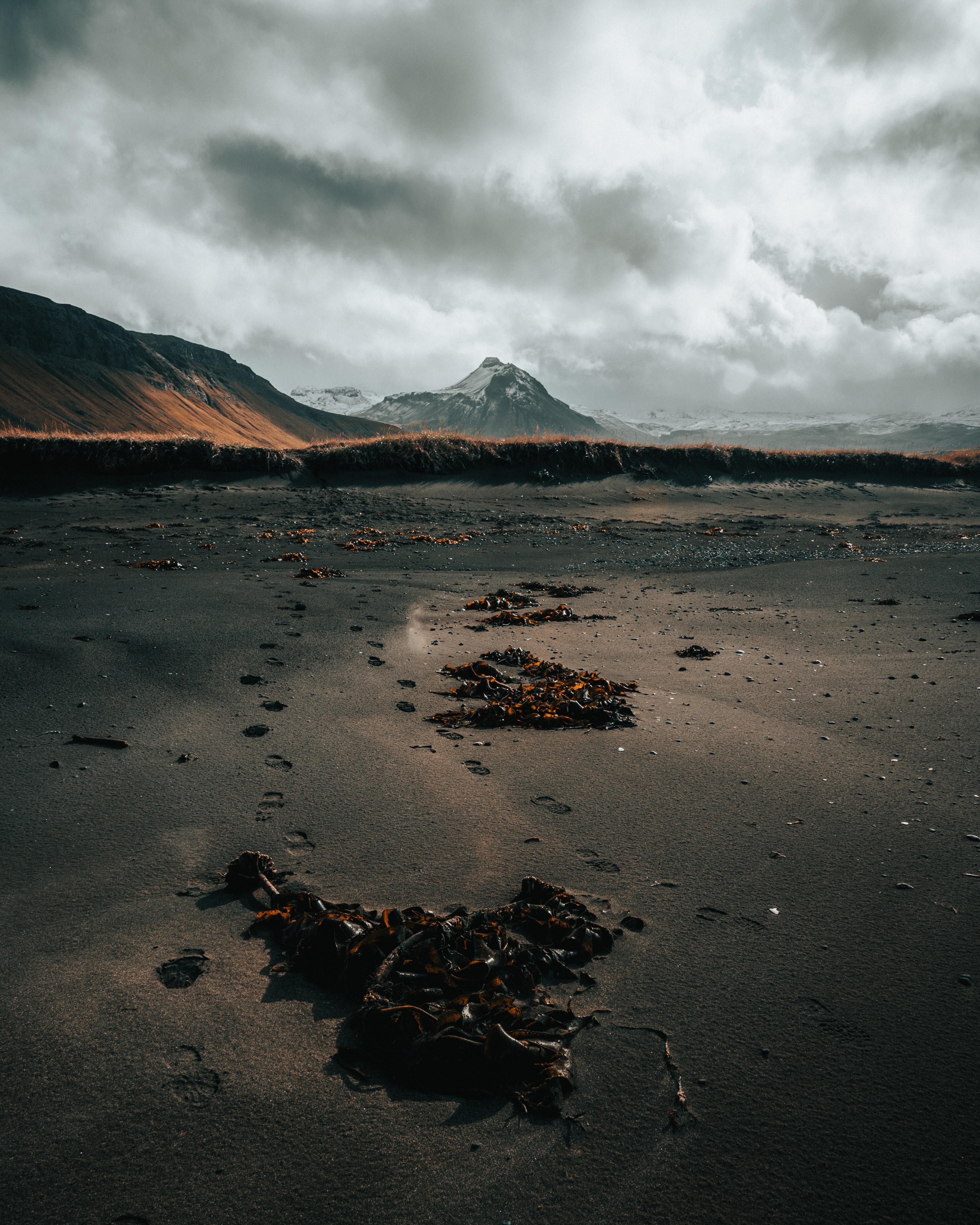 103426 скачать обои Природа, Гора, Берег, Песок, Следы, Пейзаж - заставки и картинки бесплатно