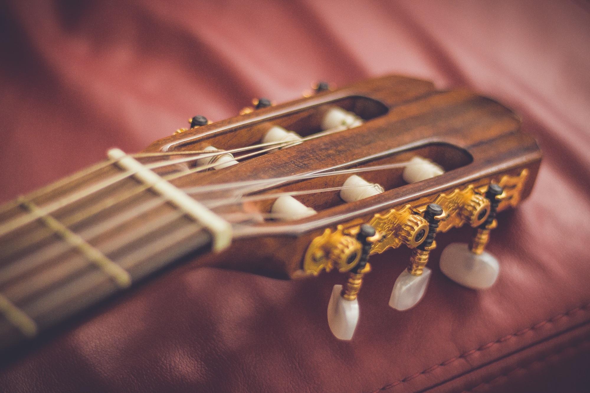 144065 Protetores de tela e papéis de parede Música em seu telefone. Baixe Música, Guitarra, Violão, Abutre, Cordas, Strings fotos gratuitamente