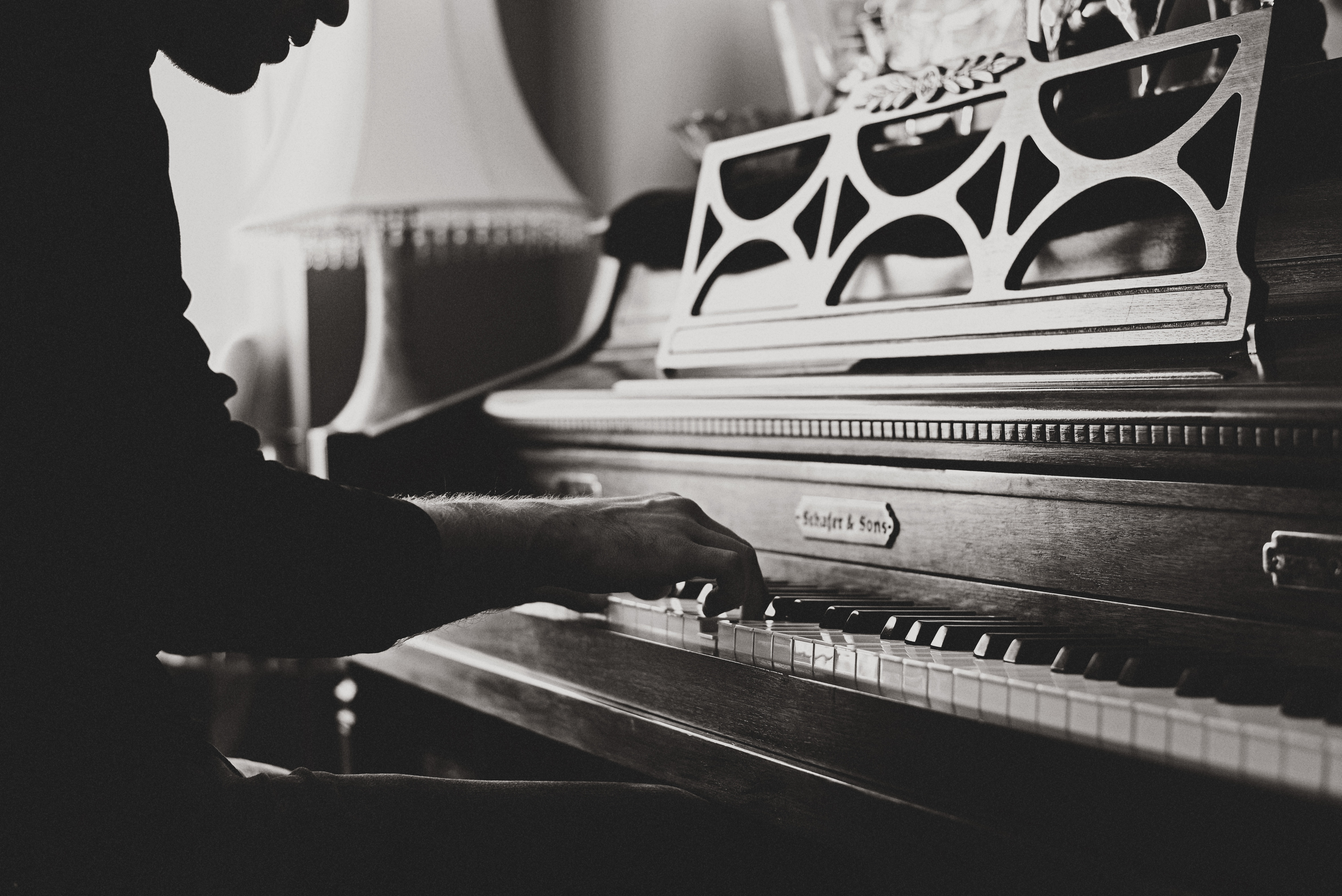 96964 Hintergrundbild herunterladen Musik, Klavier, Jahrgang, Vintage, Hände, Bw, Chb - Bildschirmschoner und Bilder kostenlos