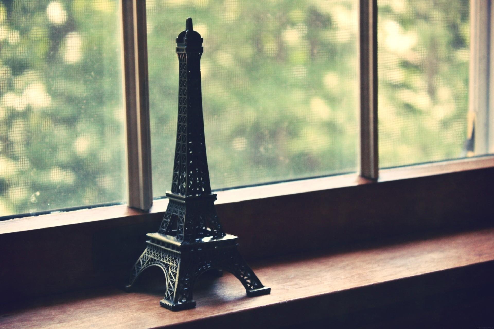 117878 télécharger le fond d'écran Divers, Statuette, La Fenêtre, Fenêtre, Grille, Tour Eiffel - économiseurs d'écran et images gratuitement