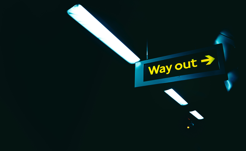 145222 télécharger le fond d'écran Les Mots, Mots, Plaque Signalétique, Assiette, Aiguille, Pointeur, Luminaires, Lumières, Une Inscription, Inscription, Direction, Tunnel, Sombre - économiseurs d'écran et images gratuitement