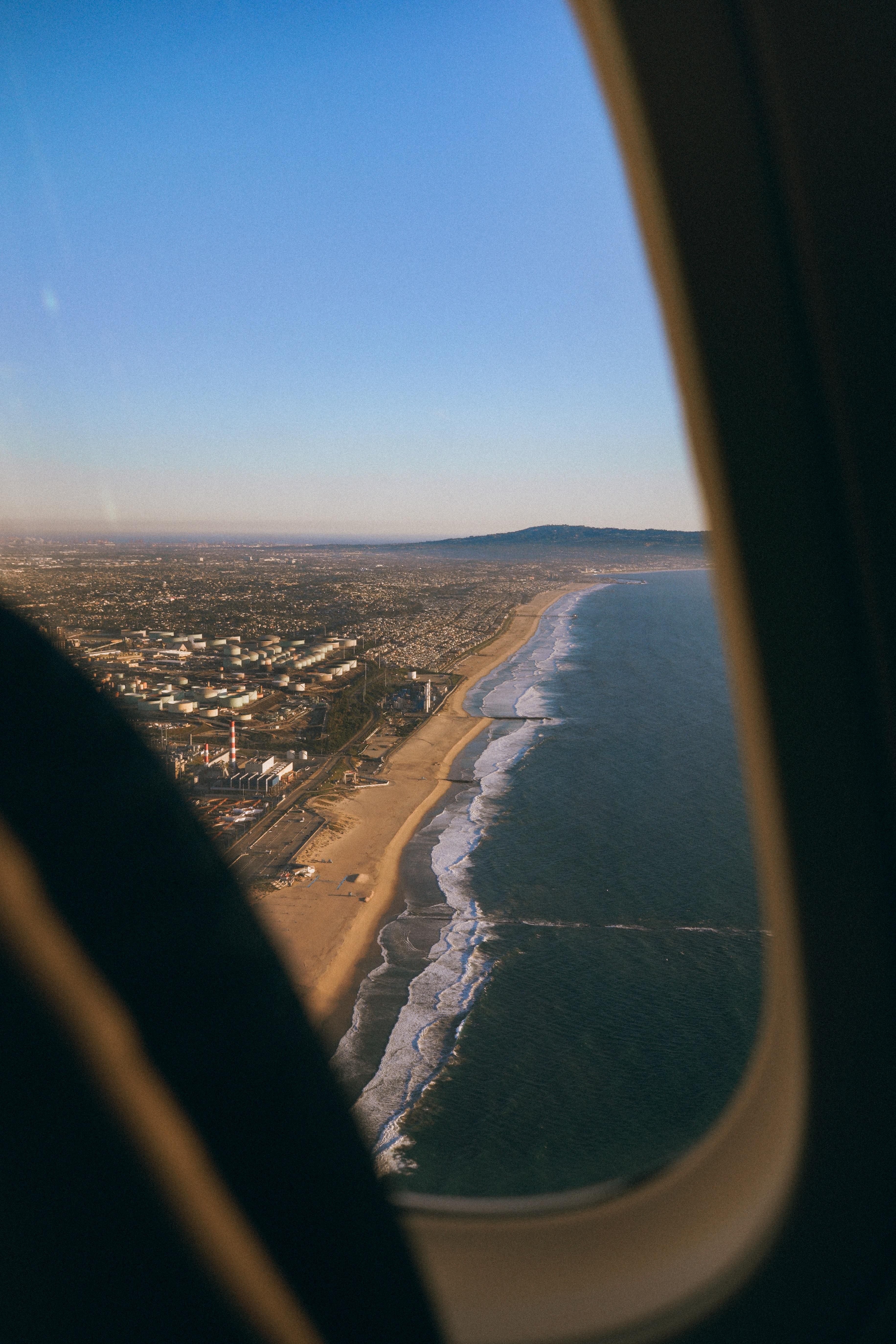 59621 免費下載壁紙 杂项, 城市, 海岸, 从上面看, 顶视图, 舷窗, 照明器, 飞机 屏保和圖片
