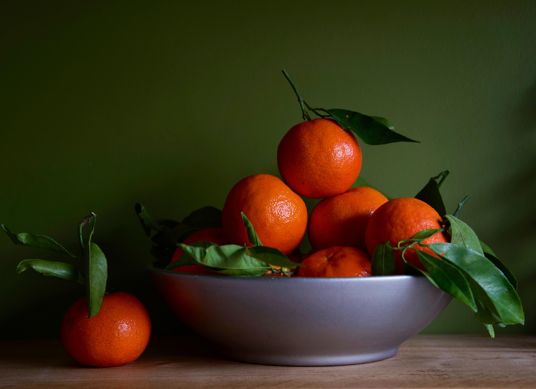133417 скачать Оранжевые обои на телефон бесплатно, Мандарины, Фрукты, Еда, Листья, Оранжевый Оранжевые картинки и заставки на мобильный