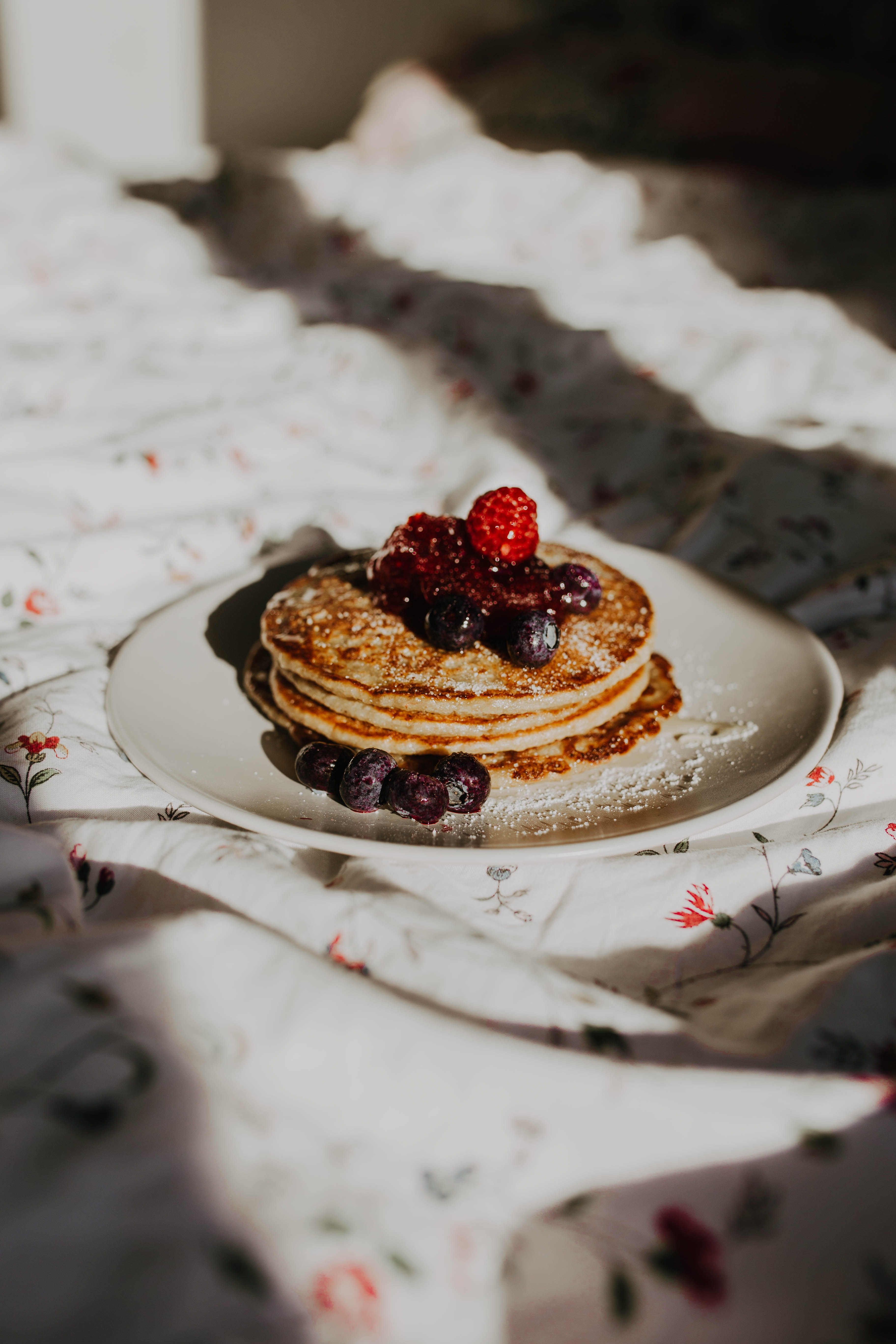 148979 download wallpaper Food, Pancakes, Desert, Bakery Products, Baking, Raspberry, Breakfast, Bilberries, Berries screensavers and pictures for free