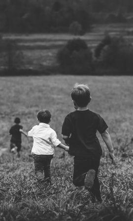 135809 Заставки и Обои Дети на телефон. Скачать Разное, Дети, Поле, Чб, Бежать картинки бесплатно