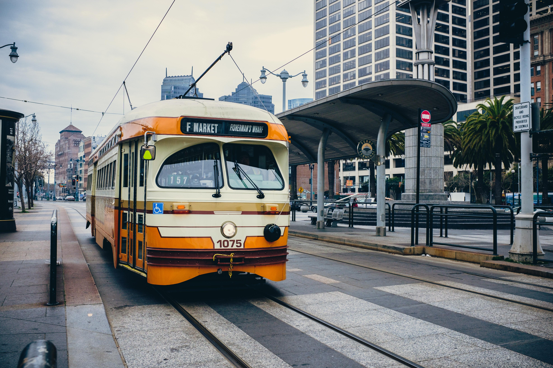 104223 скачать обои Тачки (Cars), Трамвай, Город, Транспорт - заставки и картинки бесплатно