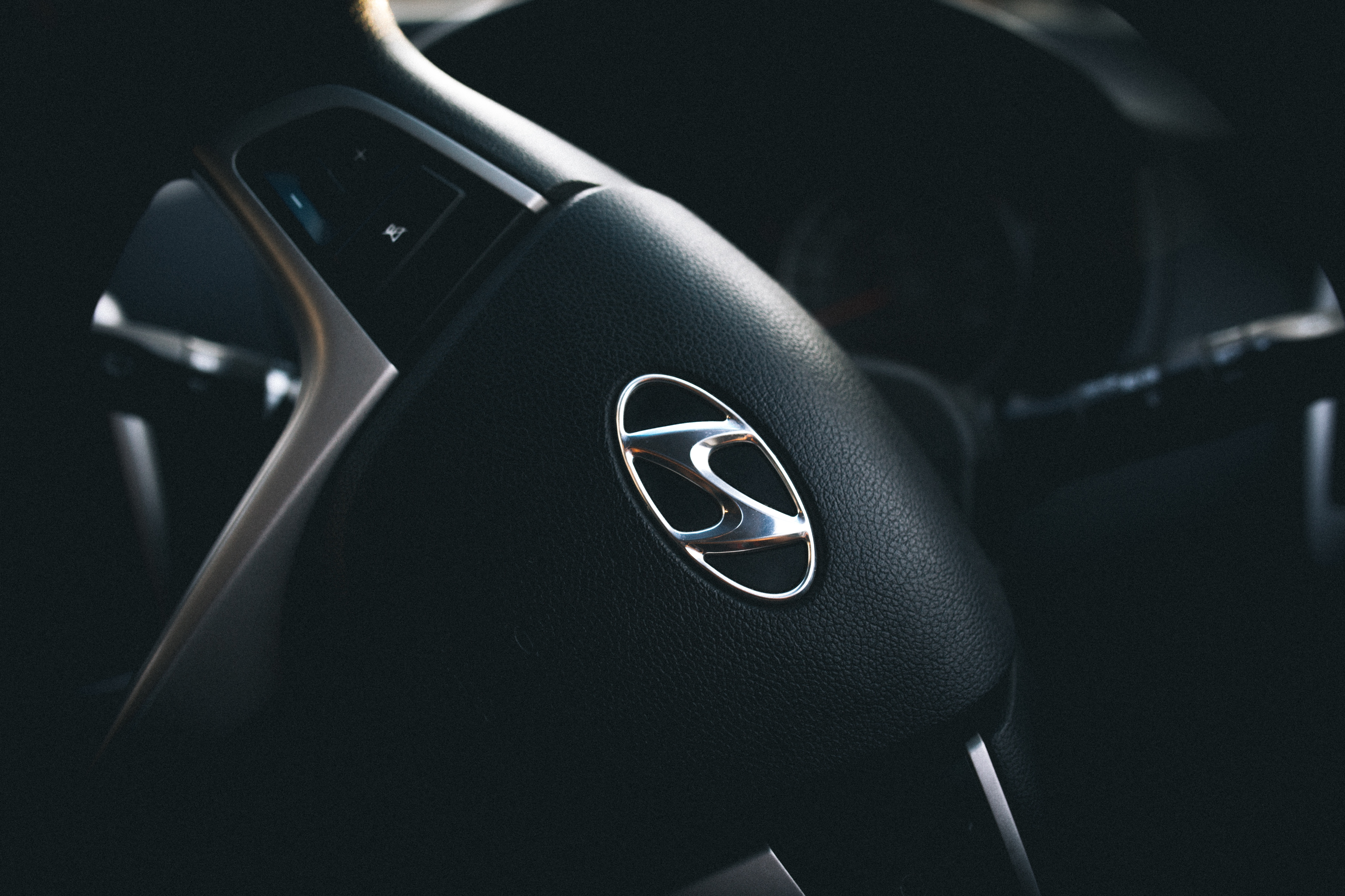 62587 download wallpaper Hyundai, Cars, Steering Wheel, Rudder, Logo, Logotype screensavers and pictures for free