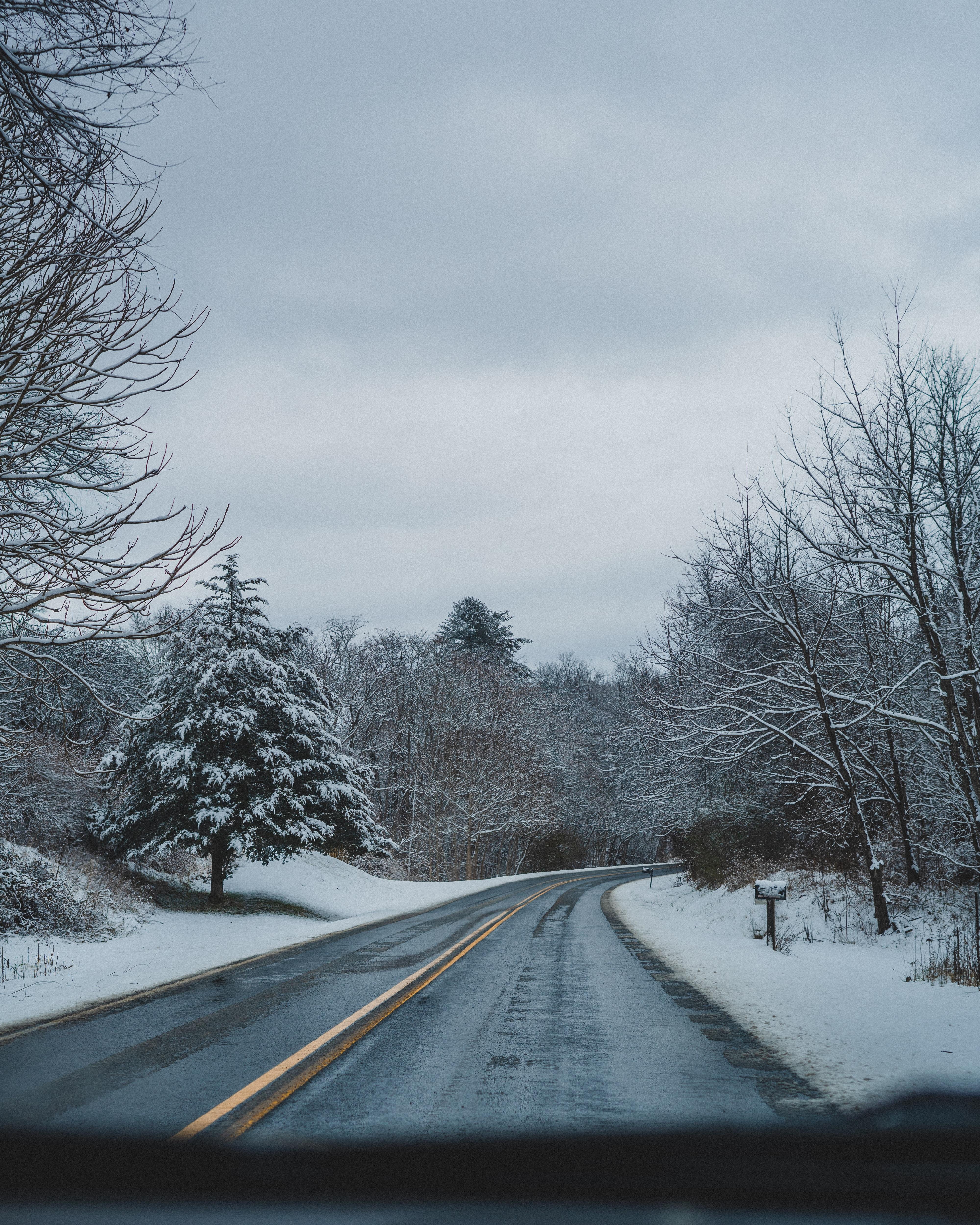119172 скачать обои Асфальт, Зима, Природа, Снег, Дорога, Поворот - заставки и картинки бесплатно