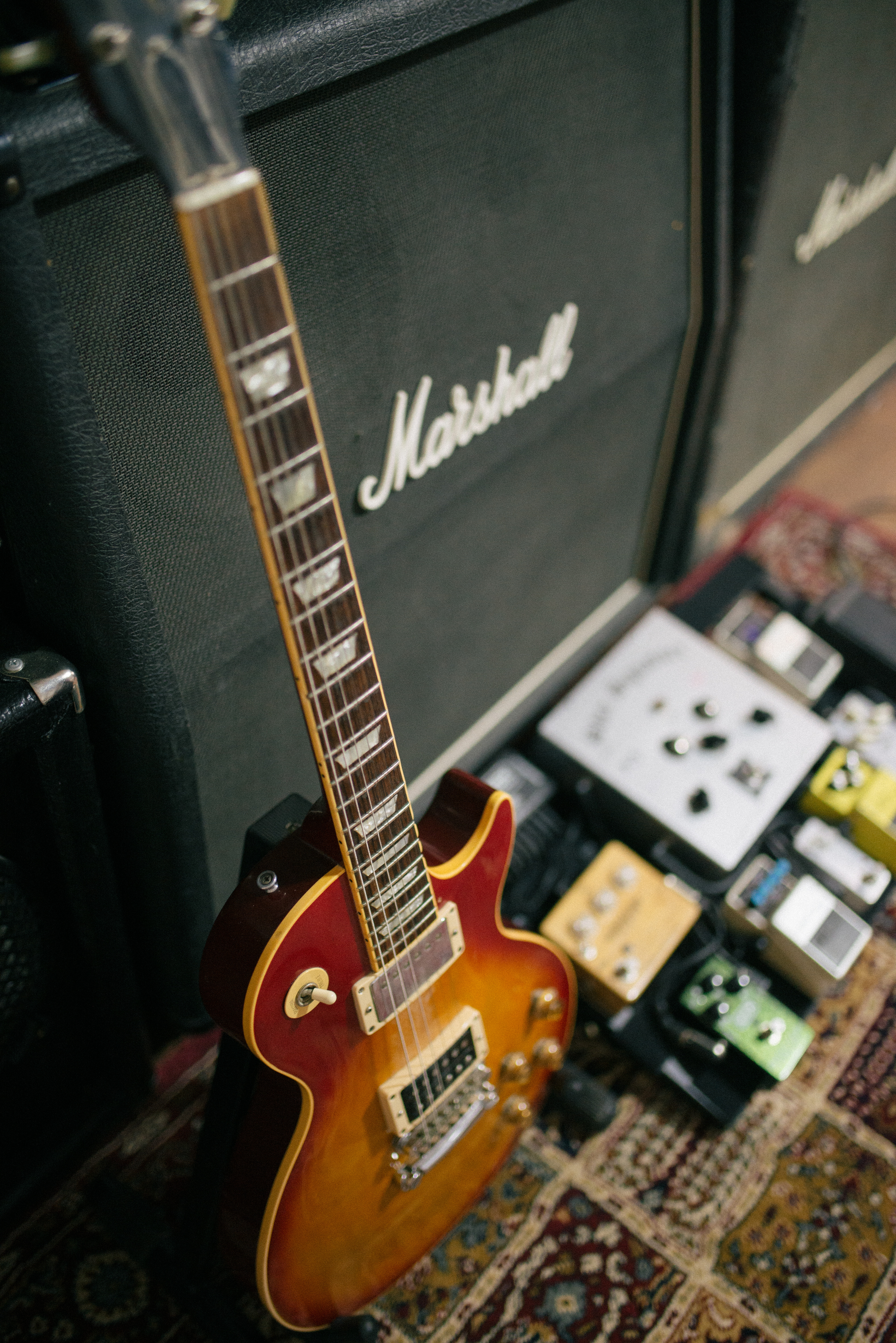 133457 download wallpaper Music, Electric Guitar, Guitar, Musical Instrument, Equipment, Vulture screensavers and pictures for free
