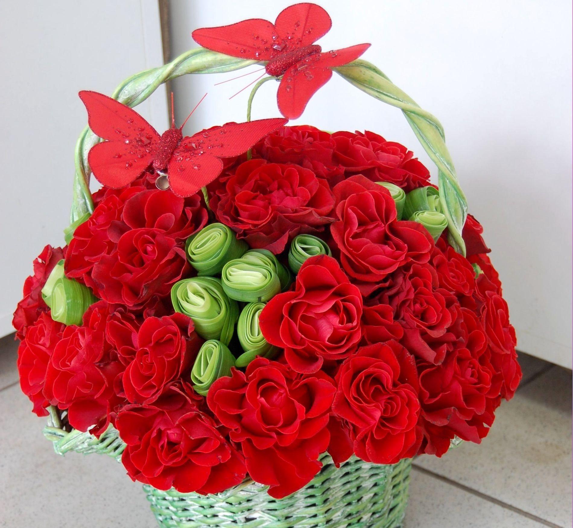 66489 скачать обои Цветы, Корзина, Композиция, Бабочки, Розы - заставки и картинки бесплатно