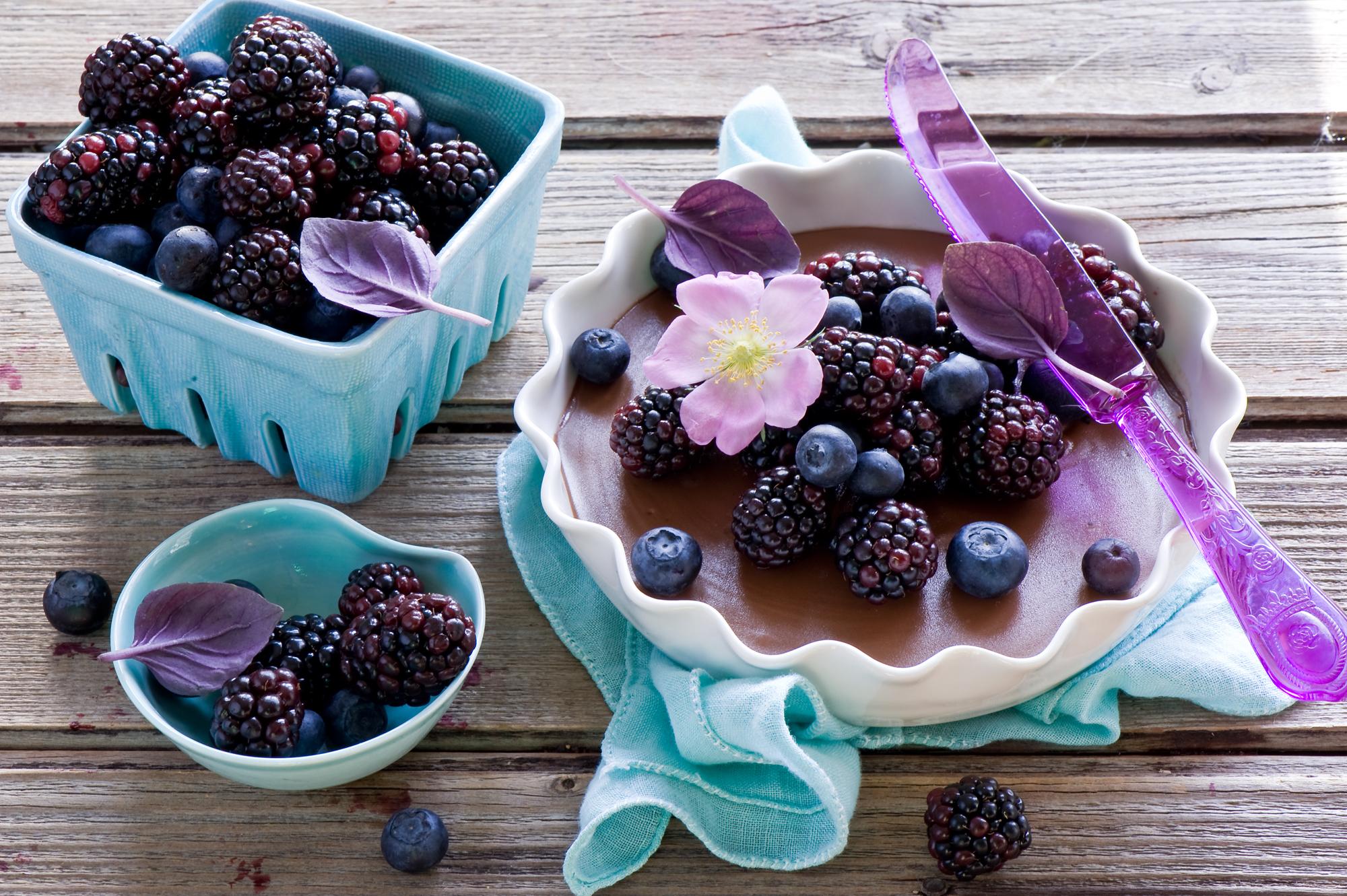 51468 Hintergrundbild herunterladen Lebensmittel, Geschirr, Blaubeeren, Berries, Blackberry - Bildschirmschoner und Bilder kostenlos