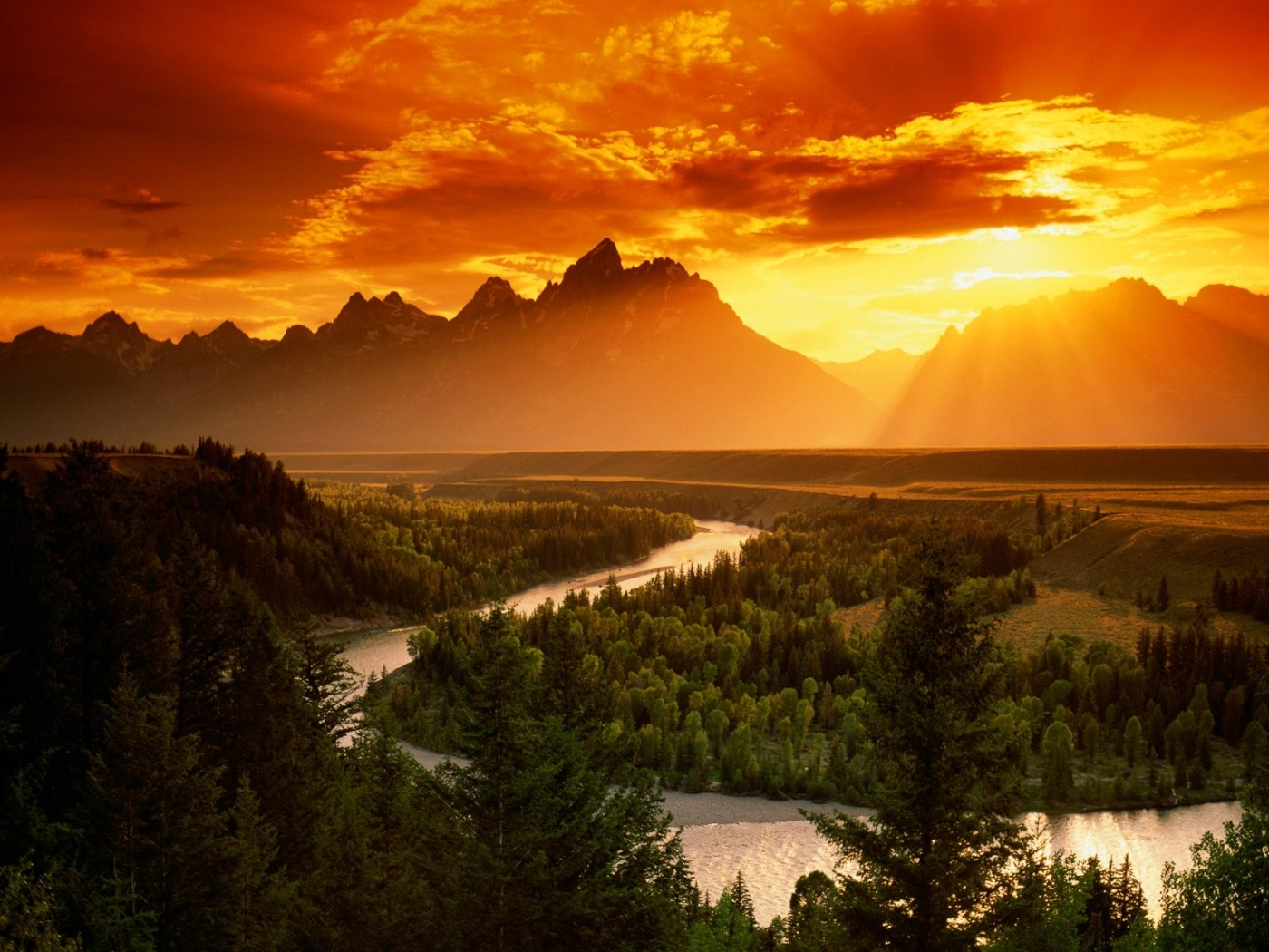 45827 download wallpaper Landscape, Nature, Sunset, Mountains screensavers and pictures for free