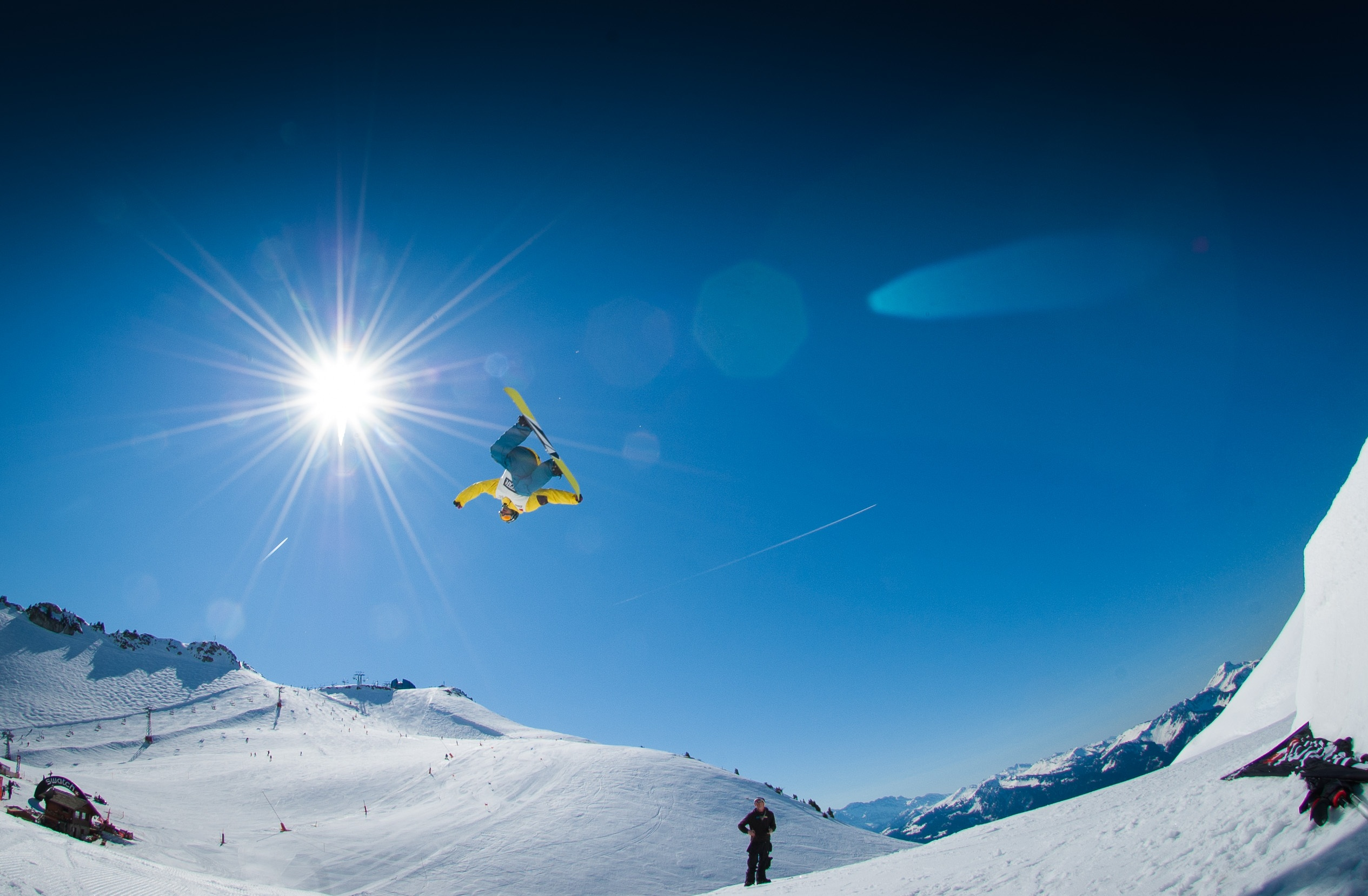 107651 download wallpaper Sports, Snowboarding, Snowboarder, Snow, Slope, Mountains screensavers and pictures for free