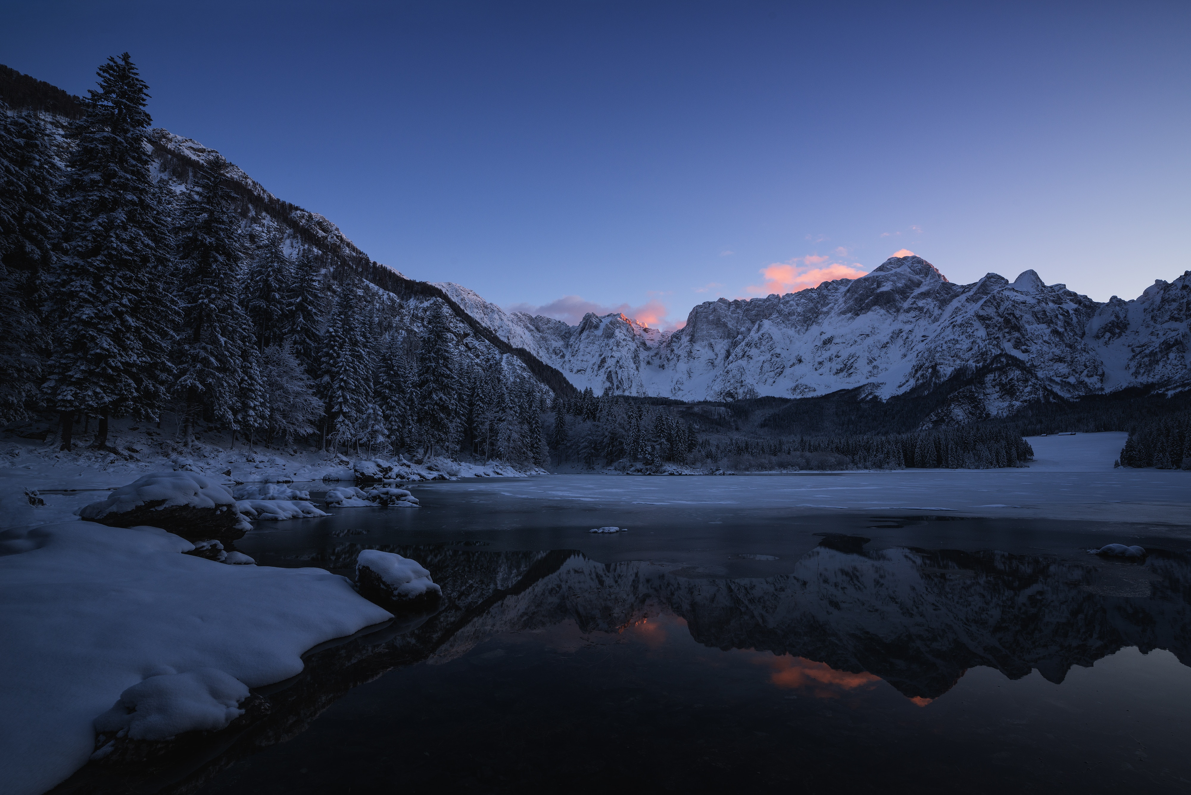 120833 download wallpaper Nature, Snow, Lake, Water, Mountains screensavers and pictures for free