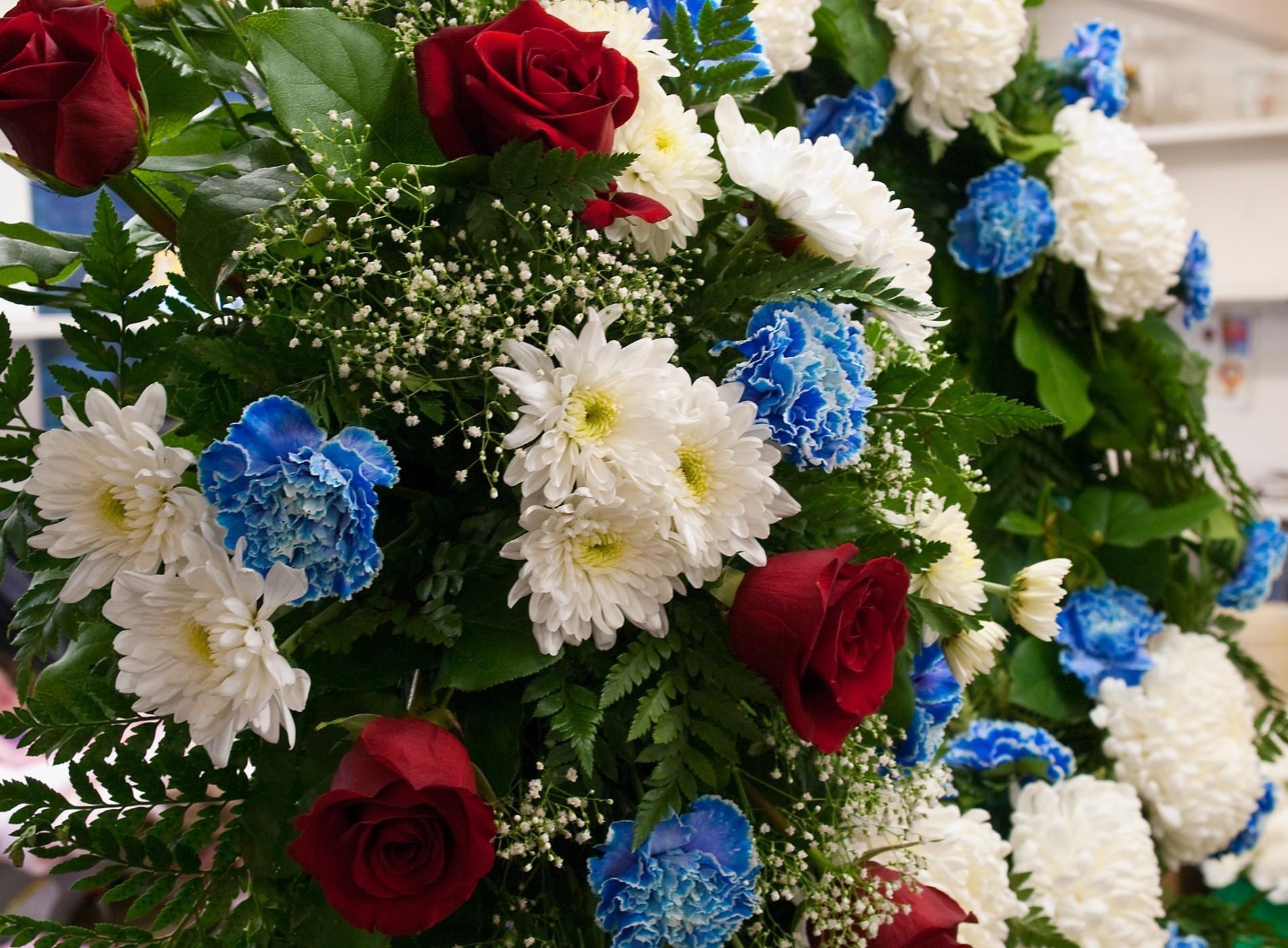 128495 скачать обои Шикарно, Цветы, Розы, Хризантемы, Гвоздики, Зелень, Букет, Гипсофил - заставки и картинки бесплатно