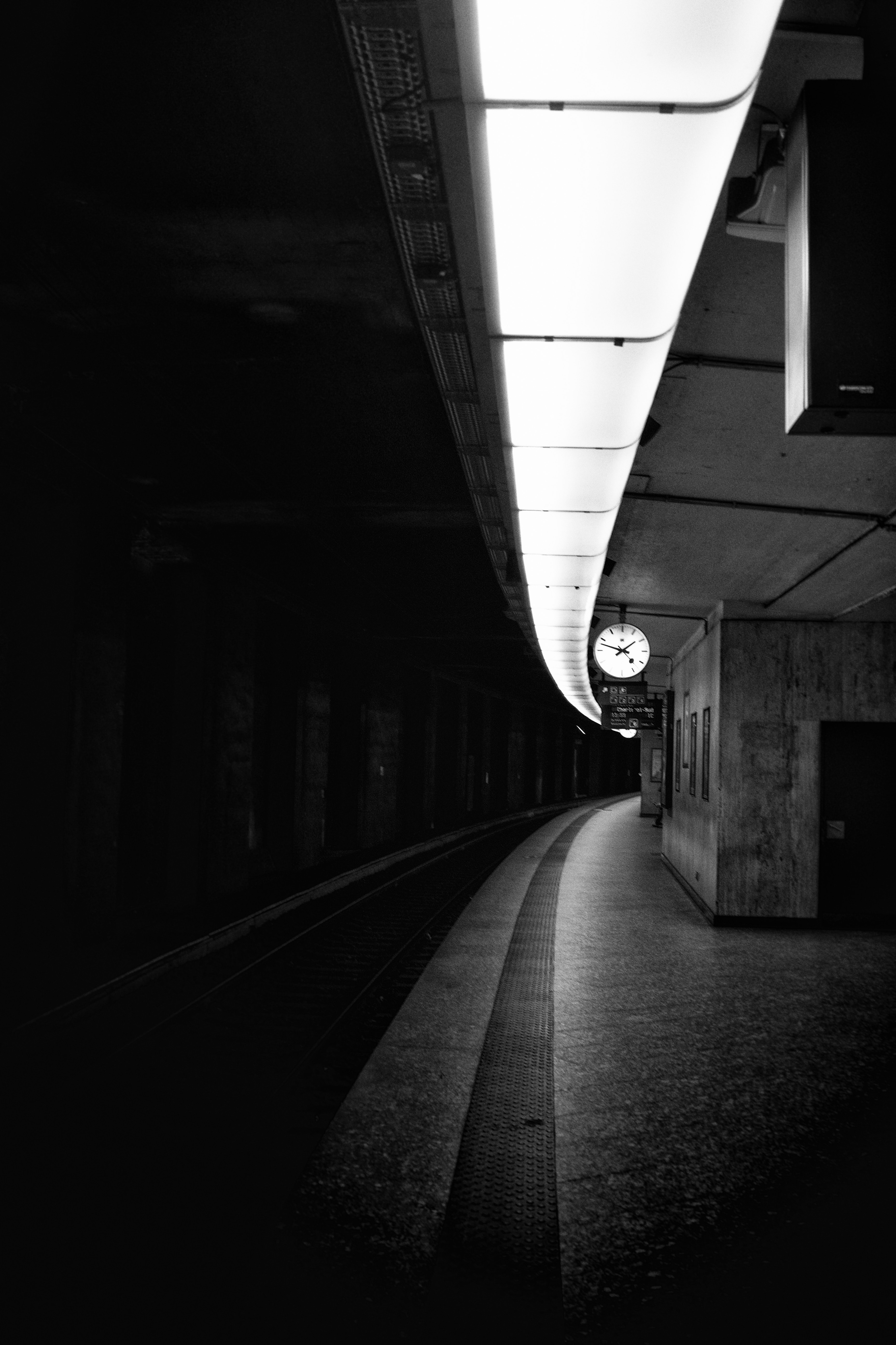 132637 Screensavers and Wallpapers Metro for phone. Download Cities, Clock, Bw, Chb, Railway, Station, Underground, Metro, Subway pictures for free