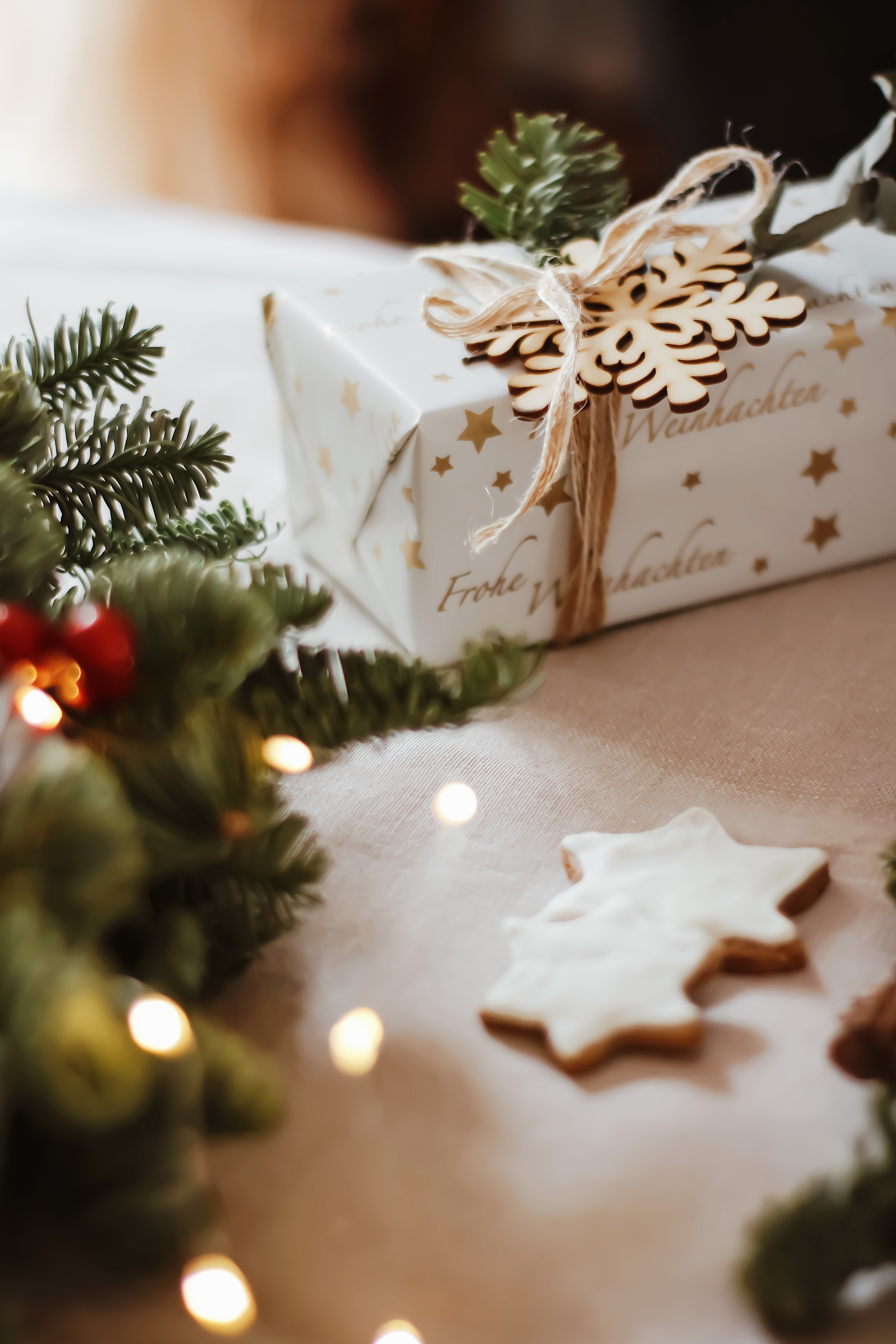 155108 download wallpaper Holidays, Present, Gift, Box, Holiday, Christmas, New Year screensavers and pictures for free