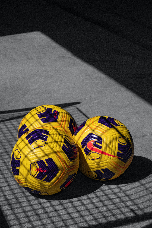 59518 скачать обои Спорт, Футбольные Мячи, Мячи, Футбол, Желтый - заставки и картинки бесплатно