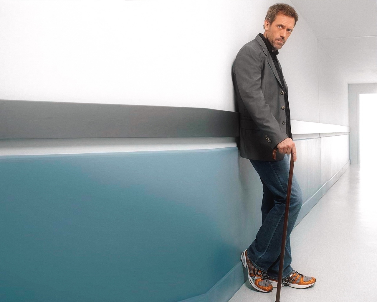 5634 download wallpaper Cinema, People, Men, House M.d., Hugh Laurie screensavers and pictures for free