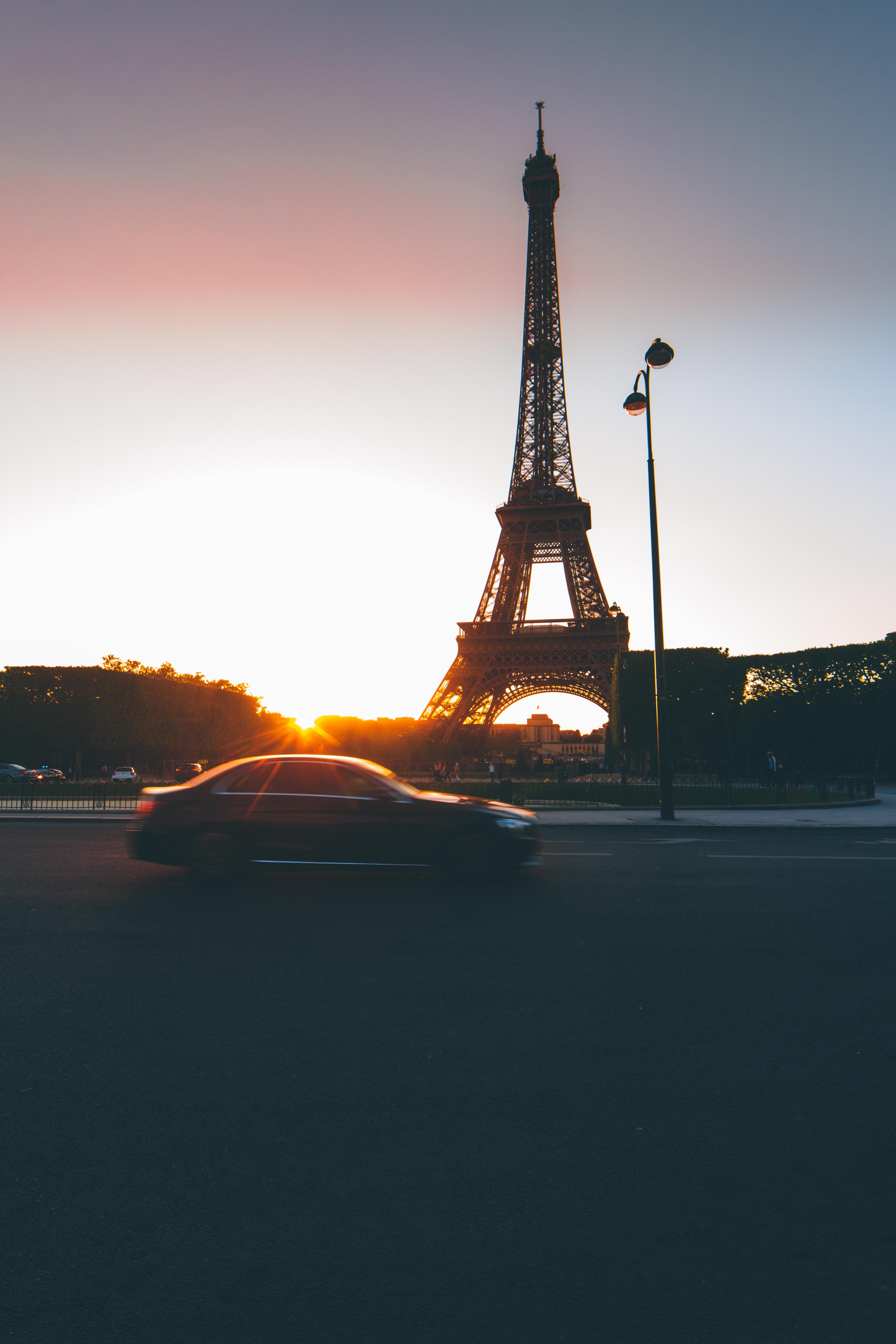 104131 télécharger le fond d'écran Paris, France, Voiture, Circulation, Mouvement, Coucher De Soleil, Villes, Tour Eiffel - économiseurs d'écran et images gratuitement