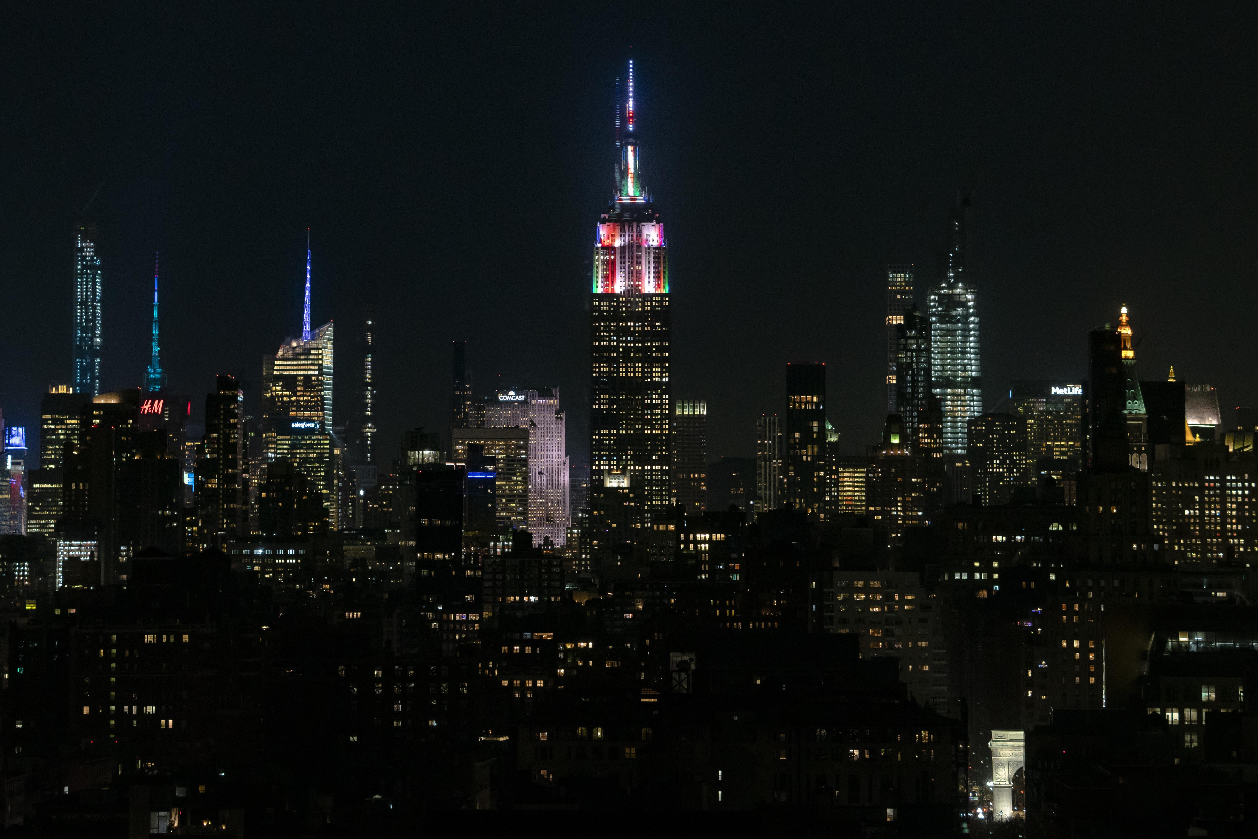 142856壁紙のダウンロードタワー, 塔, 建物, ライト, ナイト, 都市-スクリーンセーバーと写真を無料で