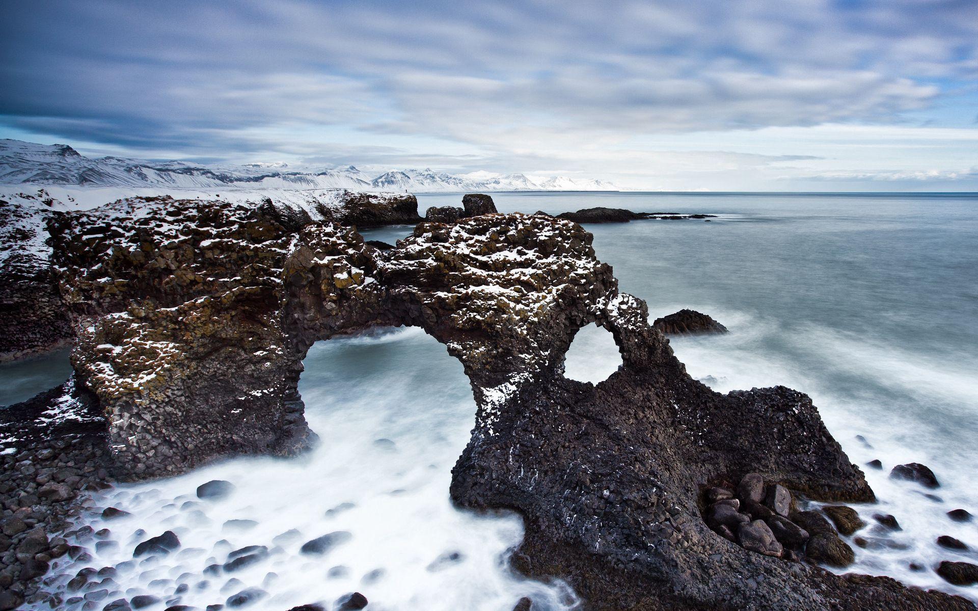59402 скачать обои Природа, Рифы, Арки, Каменистый, Берег, Холод, Снег, Дымка, Пустота - заставки и картинки бесплатно