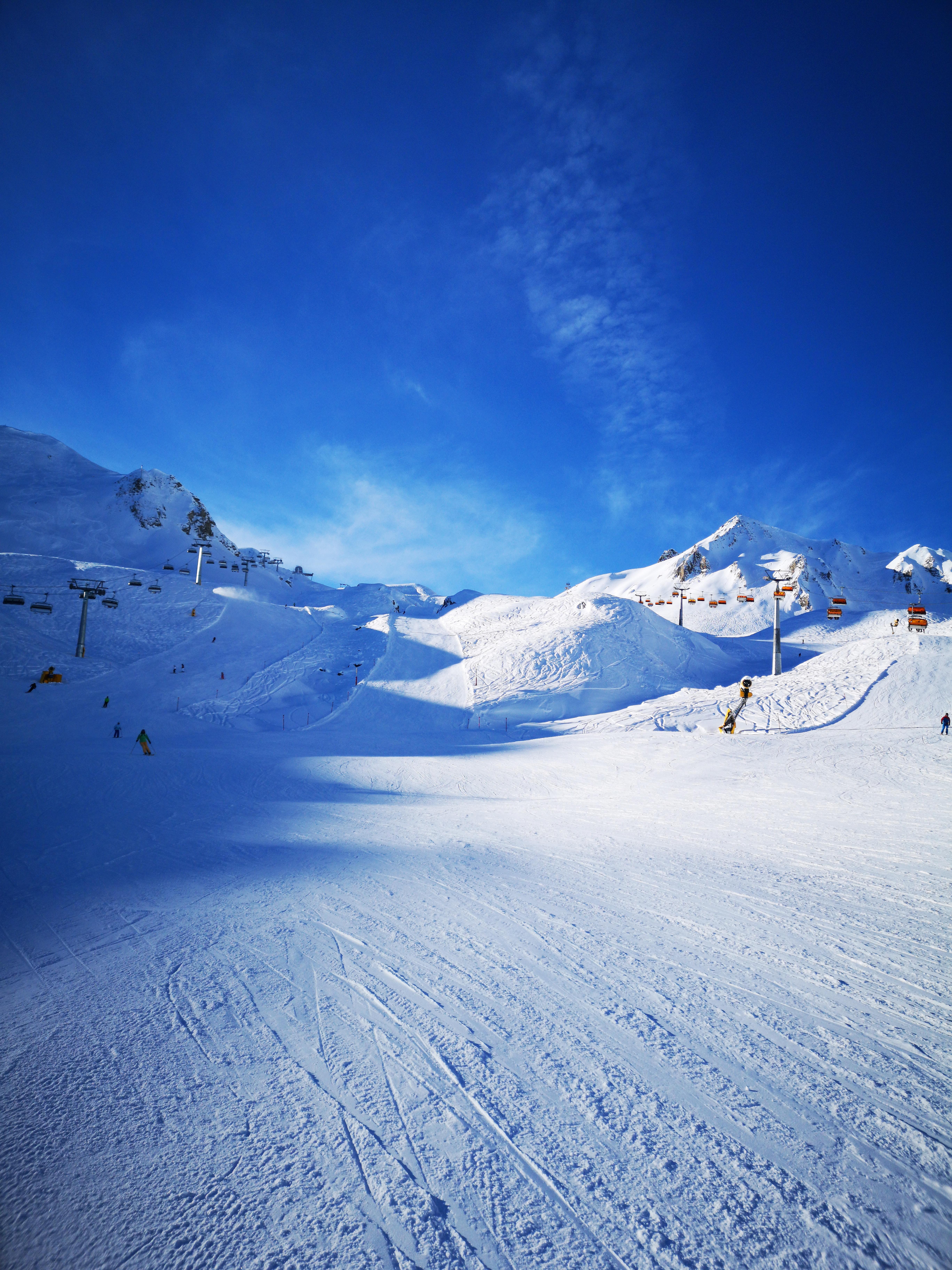 137986 Hintergrundbild 1024x600 kostenlos auf deinem Handy, lade Bilder Natur, Mountains, Abstammung, Abstieg, Skipiste, Ski, Piste, Skistrecke, Aufzüge 1024x600 auf dein Handy herunter