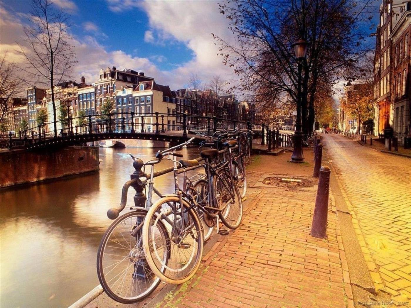 Скачать картинку Транспорт, Пейзаж, Города, Улицы, Велосипеды в телефон бесплатно.