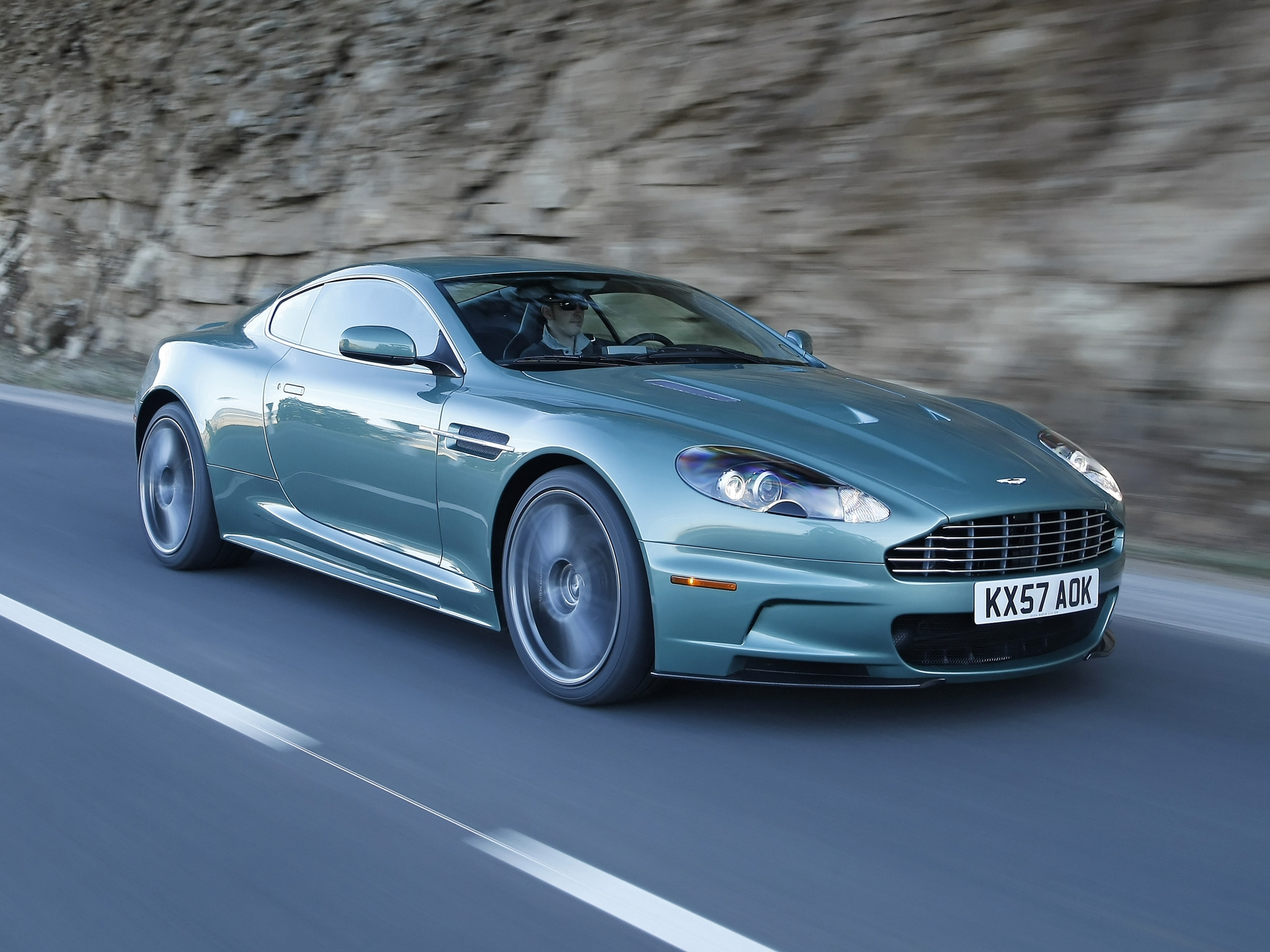 150553 скачать обои Машины, Астон Мартин (Aston Martin), Тачки (Cars), Скала, Зеленый, Вид Сбоку, Dbs, 2008 - заставки и картинки бесплатно