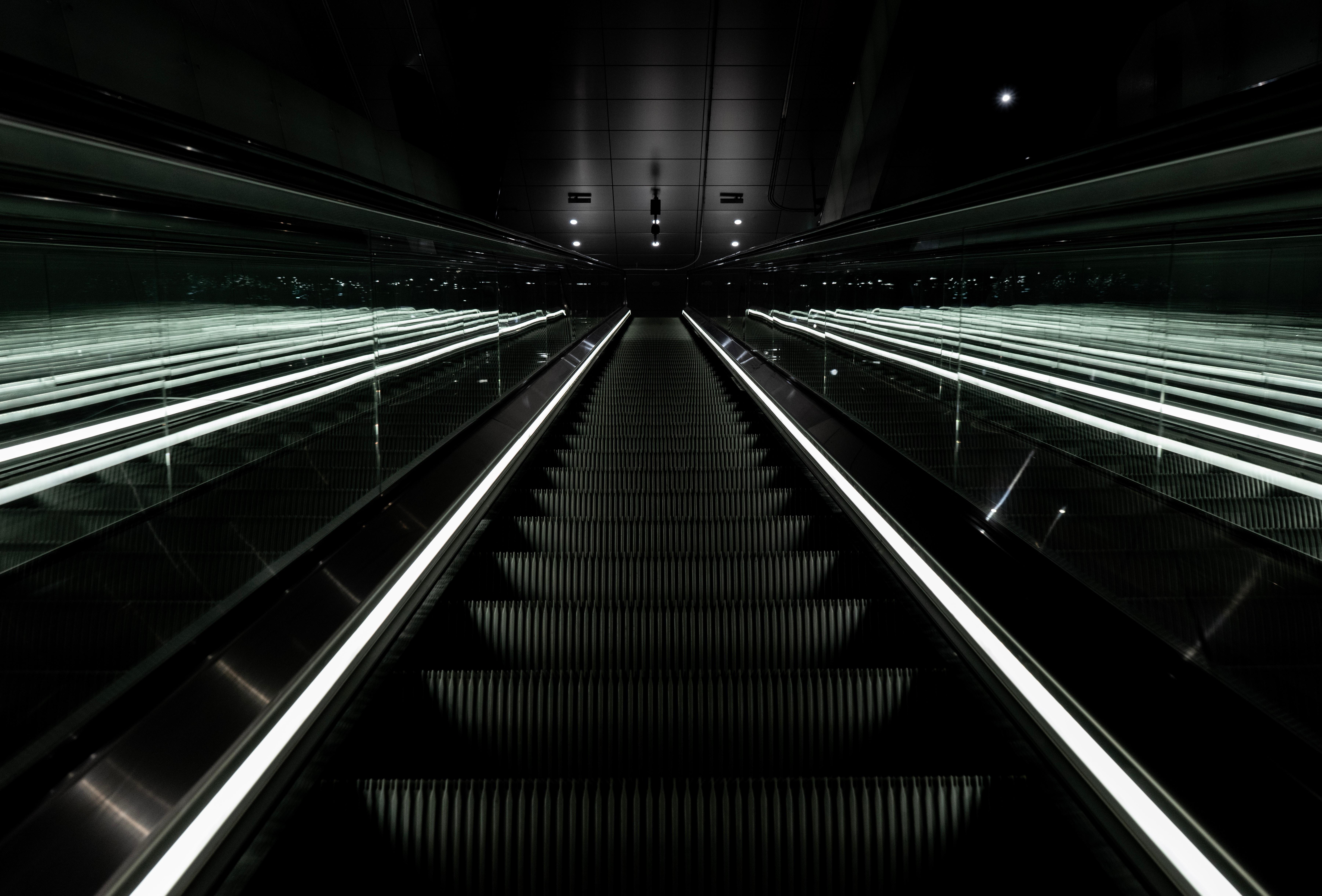 129658 скачать обои Темные, Эскалатор, Лестница, Темный, Спуск - заставки и картинки бесплатно