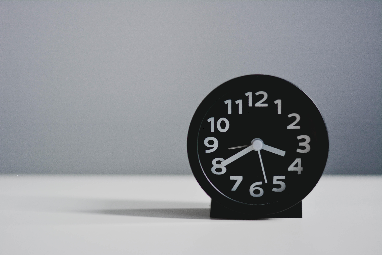 102676壁紙のダウンロードその他, 雑, 目覚まし時計, 時間, 時間です, 数字, 数, 白い, 時計-スクリーンセーバーと写真を無料で