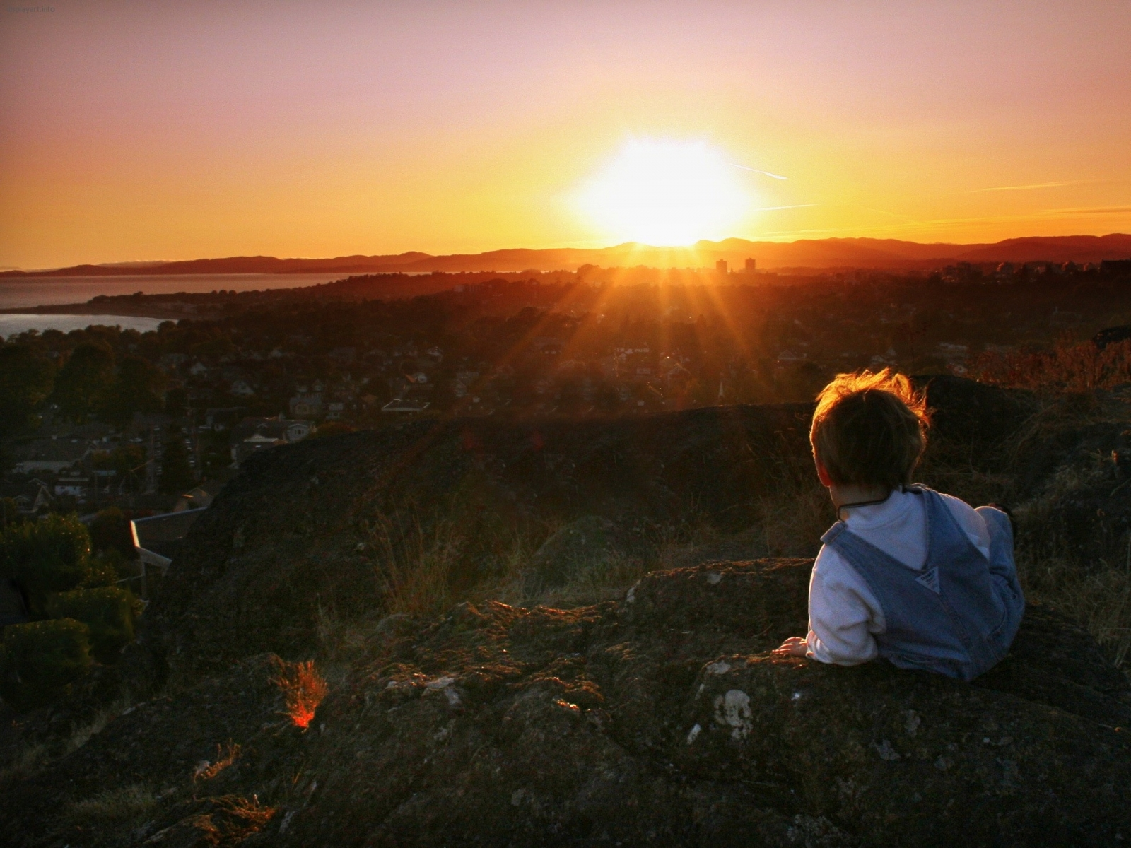 823 download wallpaper Landscape, Sunset, Sky, Children, Sun screensavers and pictures for free