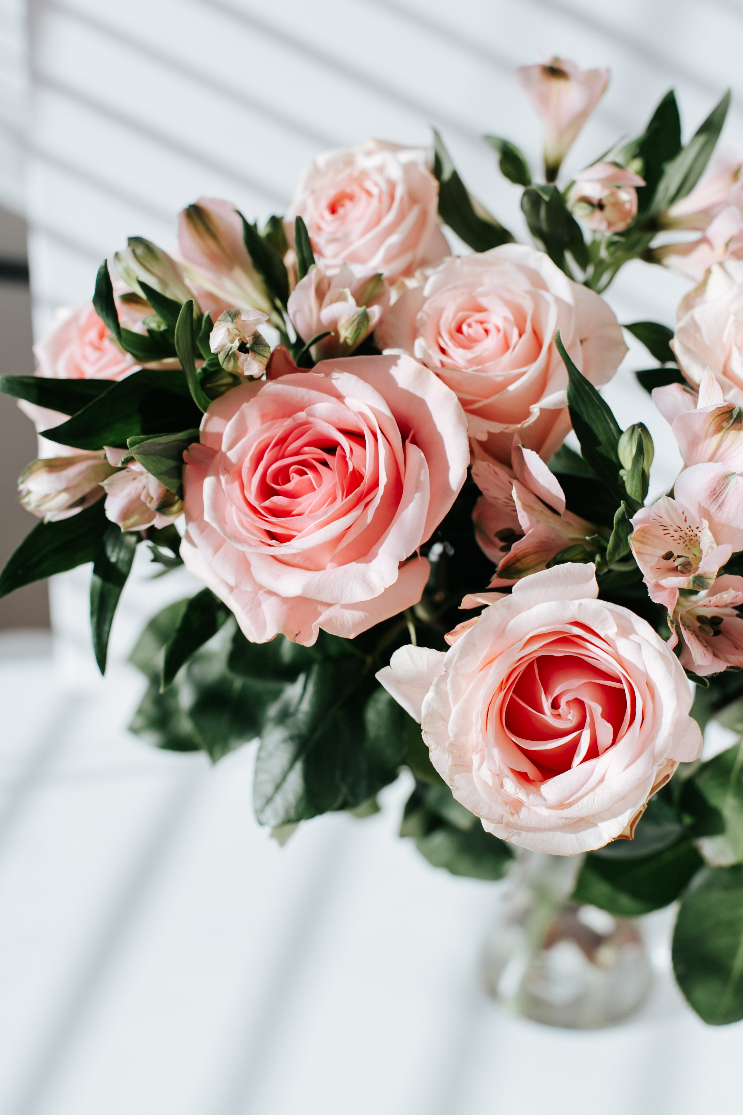 82376 download wallpaper Flowers, Roses, Lilies, Bouquet screensavers and pictures for free