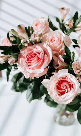82376 скачать обои Цветы, Лилии, Букет, Розы - заставки и картинки бесплатно