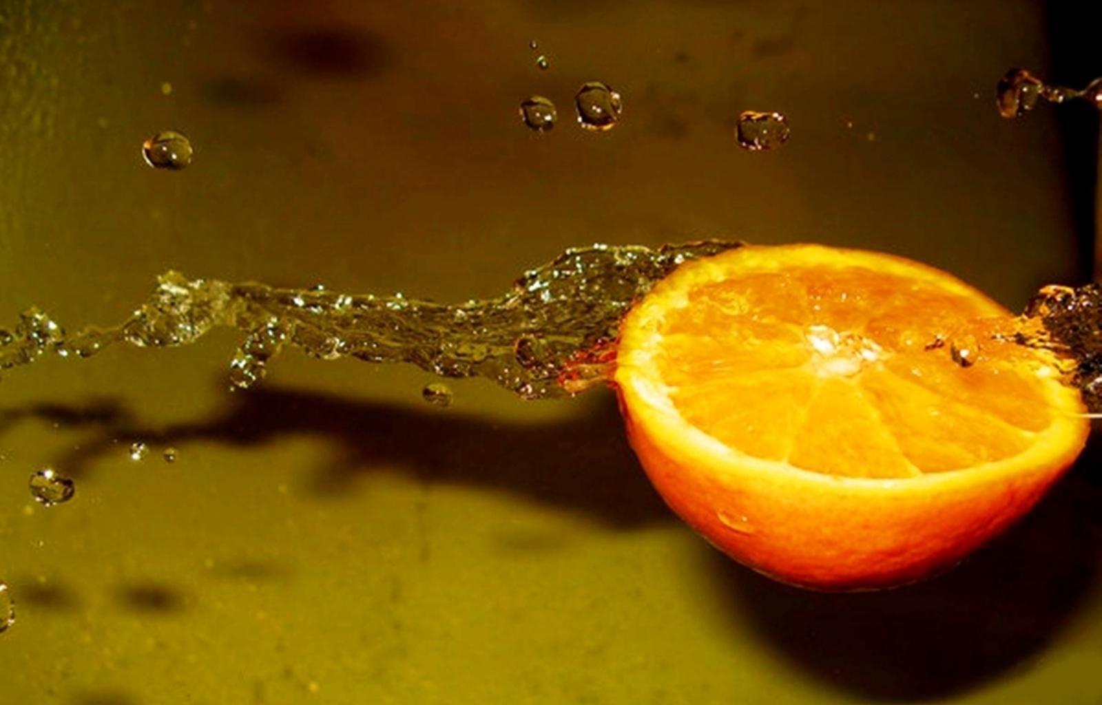 8663 скачать обои Фрукты, Вода, Еда, Апельсины, Капли - заставки и картинки бесплатно