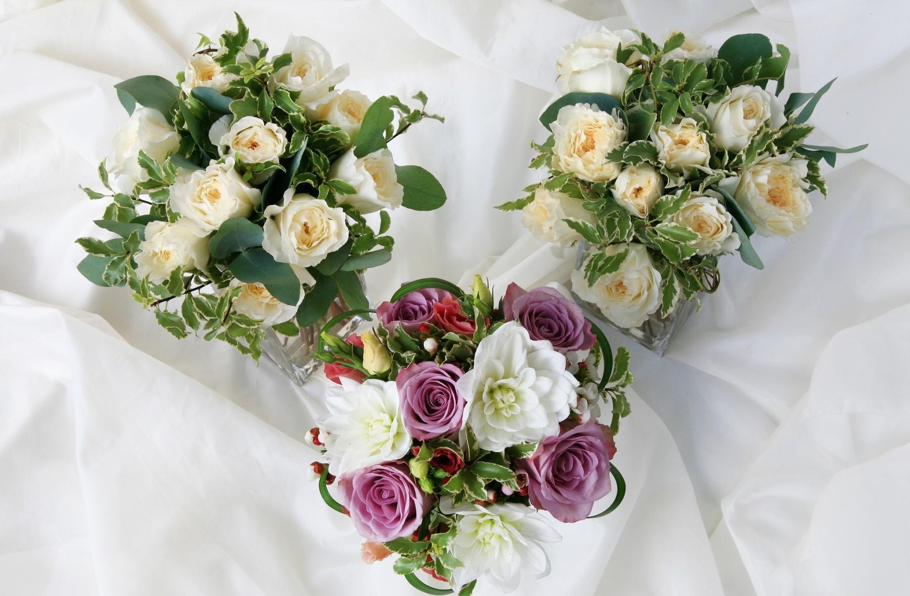 131781 télécharger le fond d'écran Fleurs, Dahlias, Trois, Le Tissu, Tissu, Roses, Bouquets - économiseurs d'écran et images gratuitement